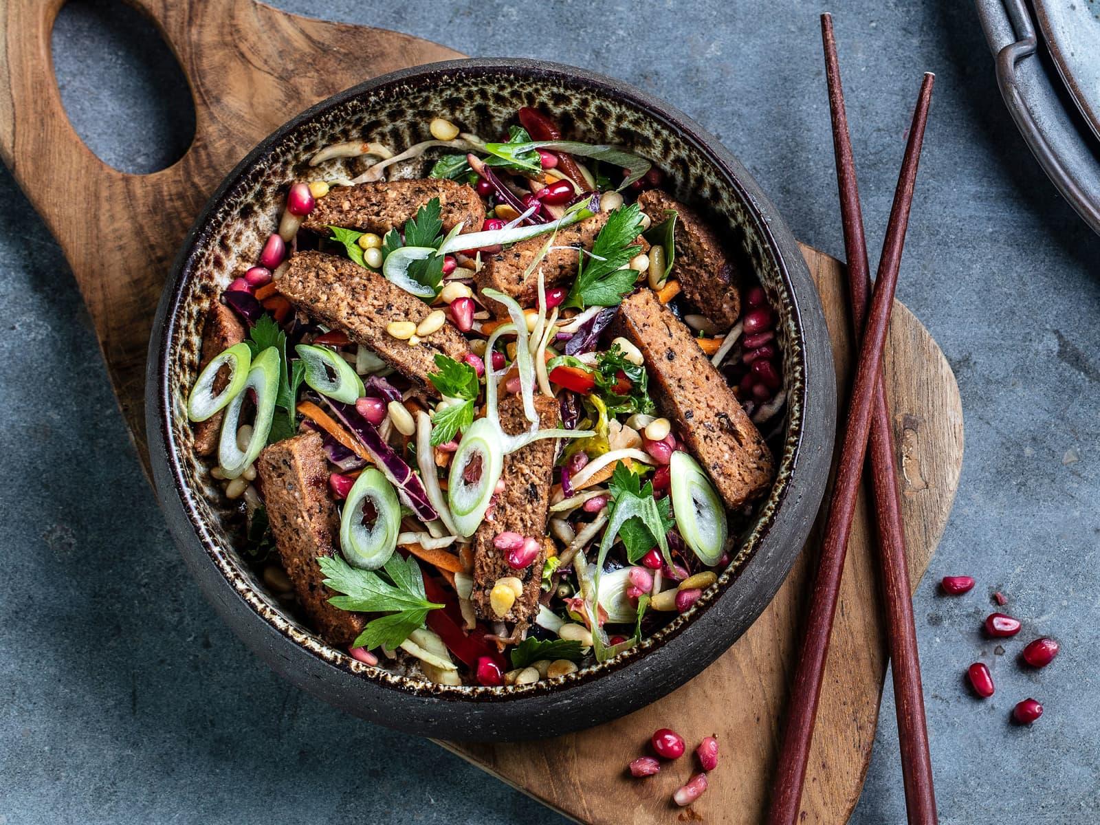 Thaisalat med vegetarbiff