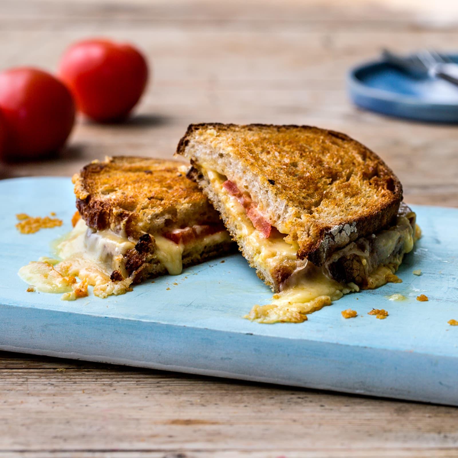 Ostesmørbrød med norsk alpeost og sennep
