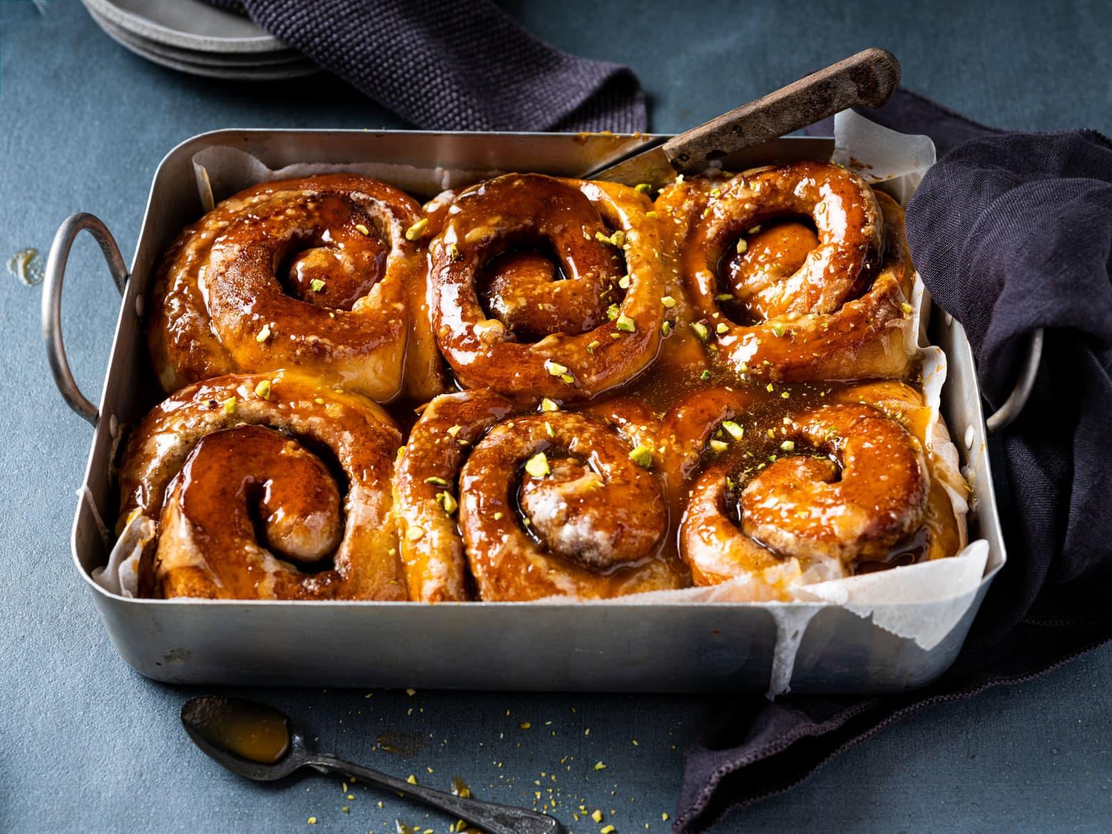 Sticky buns med karamellsaus