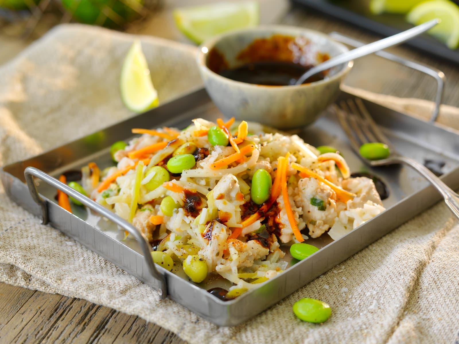 Asiatisk ris med kylling, chili og sesam