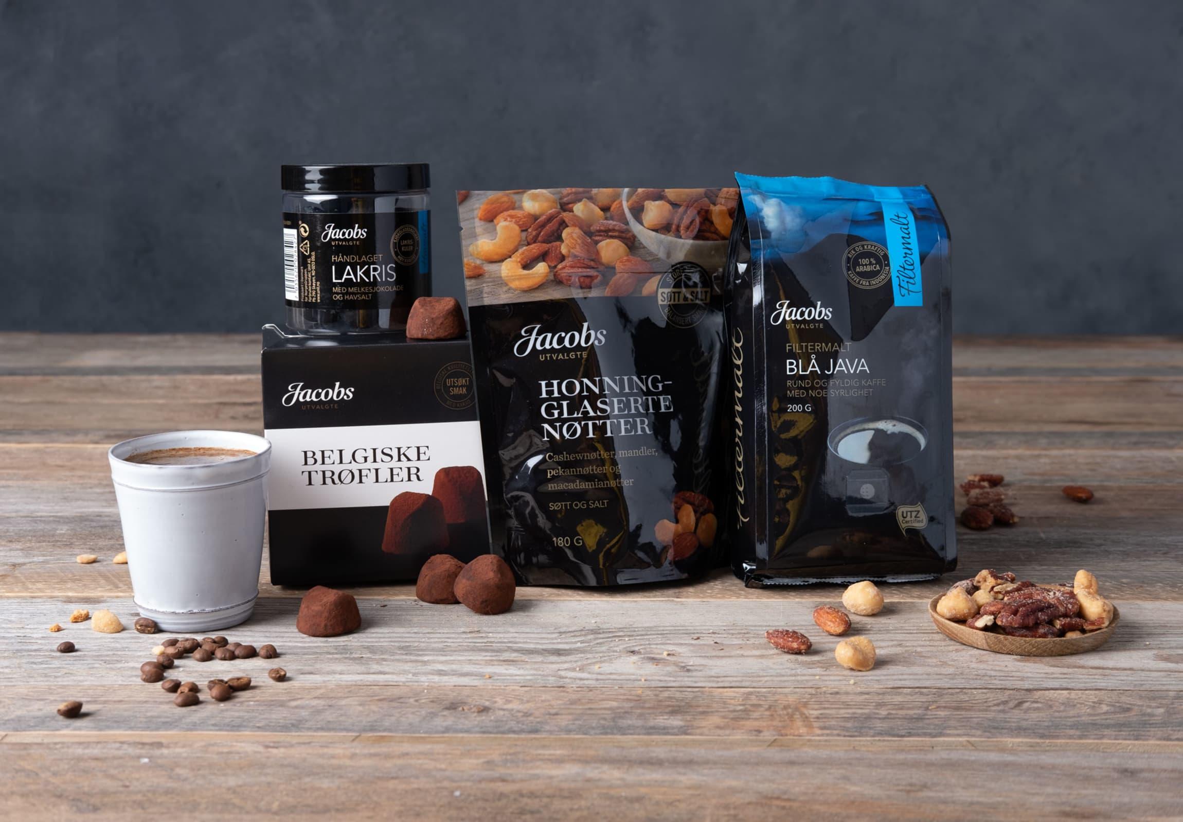 Jacobs Utvalgte nøtter kommer i to varianter, Cahewdamia nøttemix og Honningglasserte nøtter (bildet).
