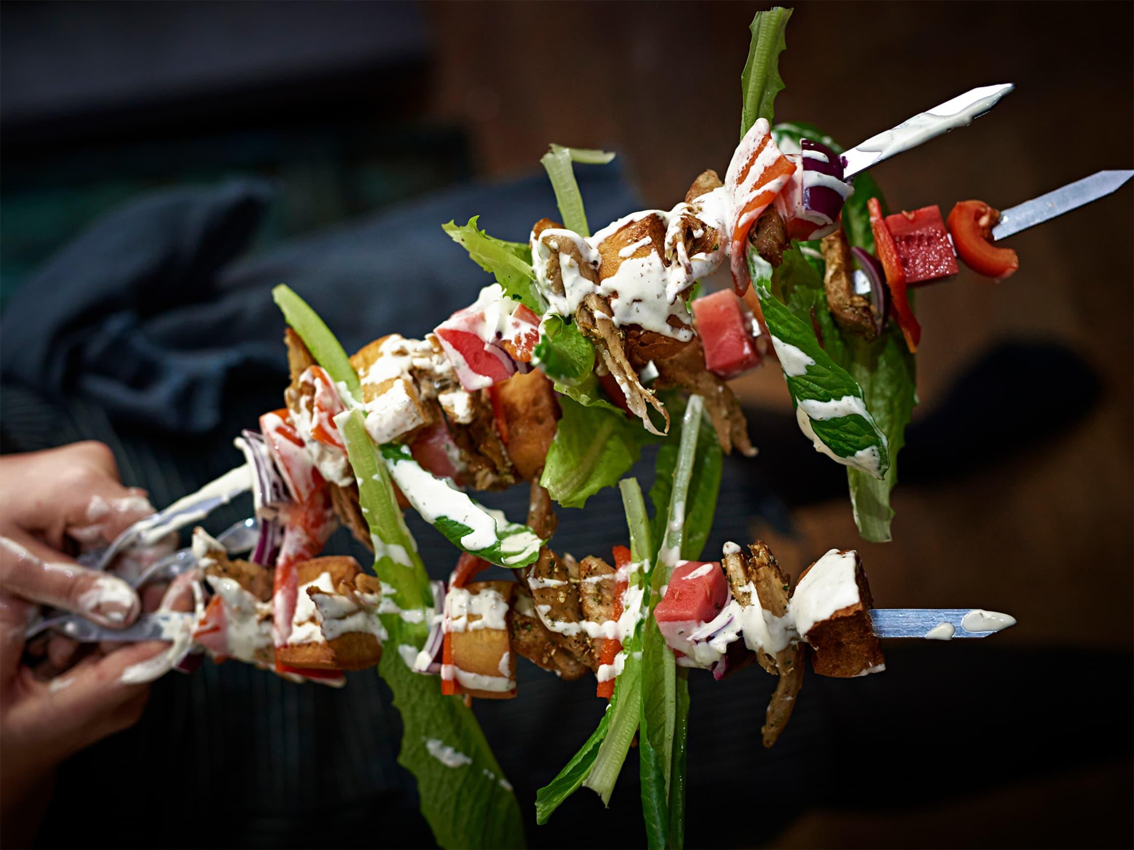 Ha på det du liker, og ha gjerne på Oumph! kjøtterstatning. En god saus eller marinade setter prikken over i-en.