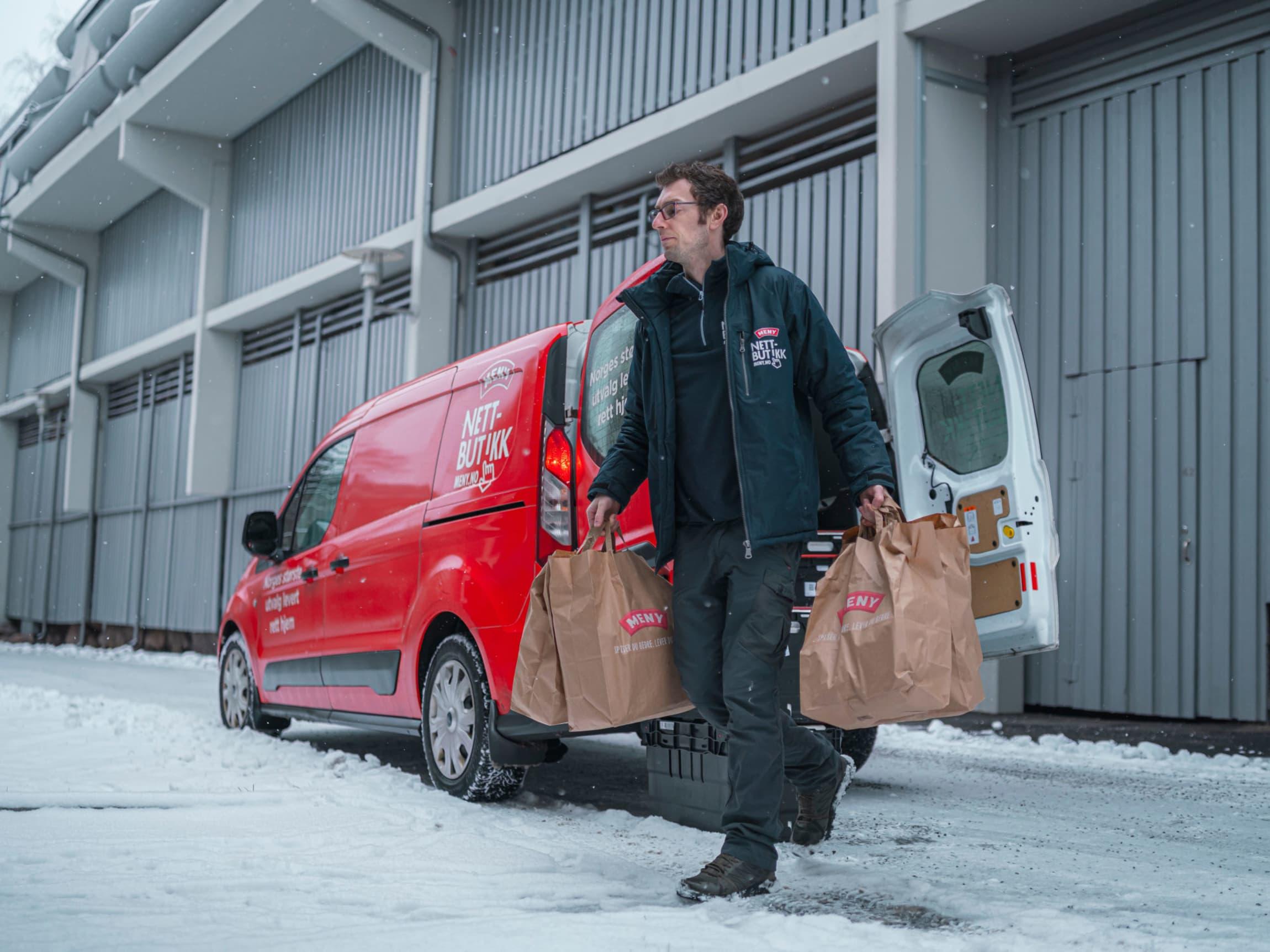 MENY leverer matvarer til kunder som sitter i hjemmekarantene.