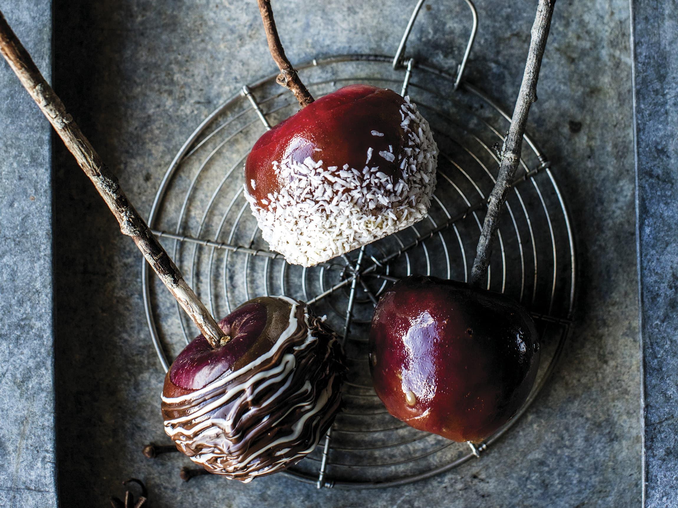 Enten det er Halloween eller jul, så er glaserte epler noe for enhver gane. En idé også til barneselskap.