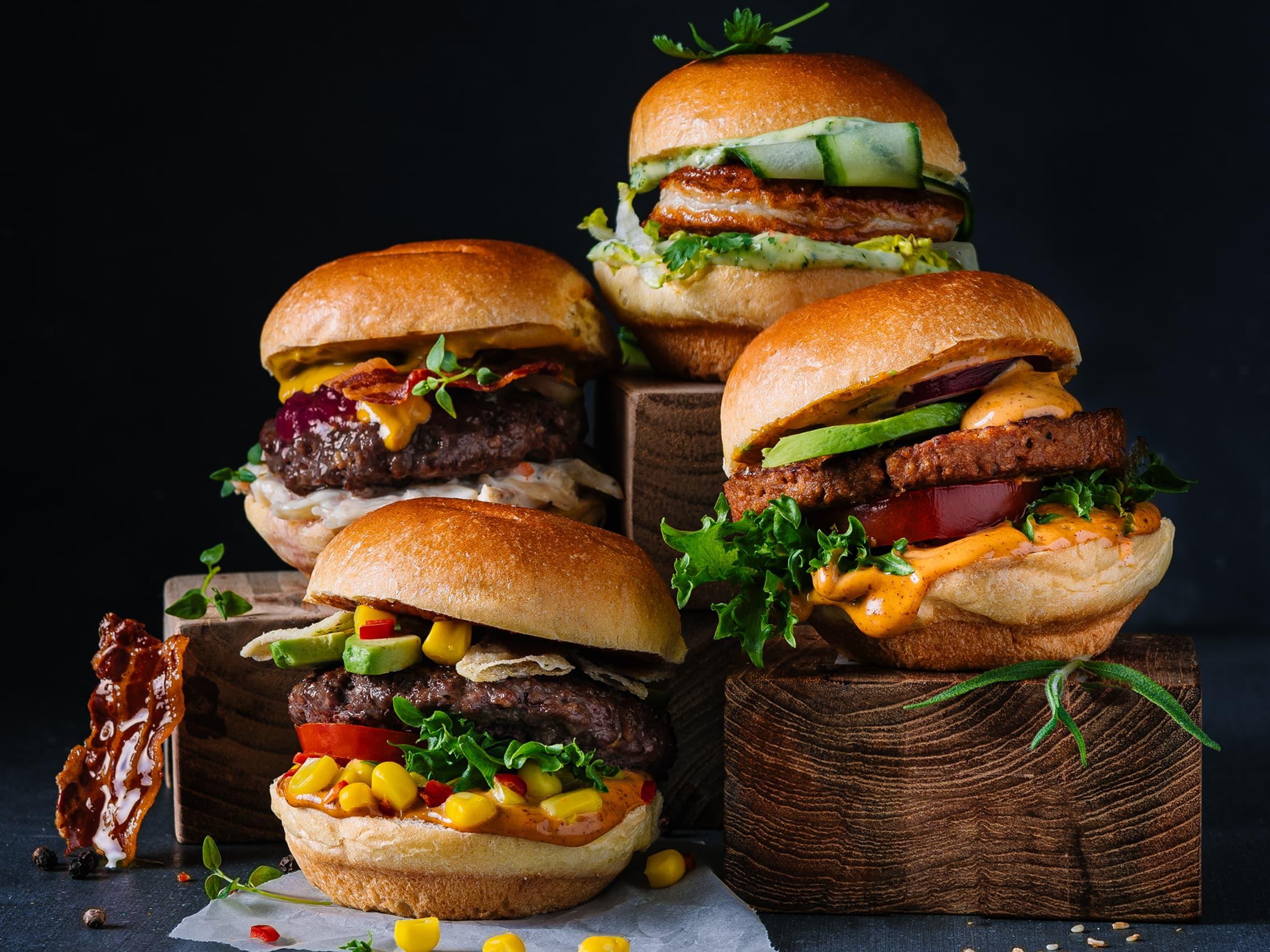 Utforsk nye smaker på hver burger. Med sliders får du den gode burgeropplevelsen og prøve mange forskjellige toppinger i samme måltid.