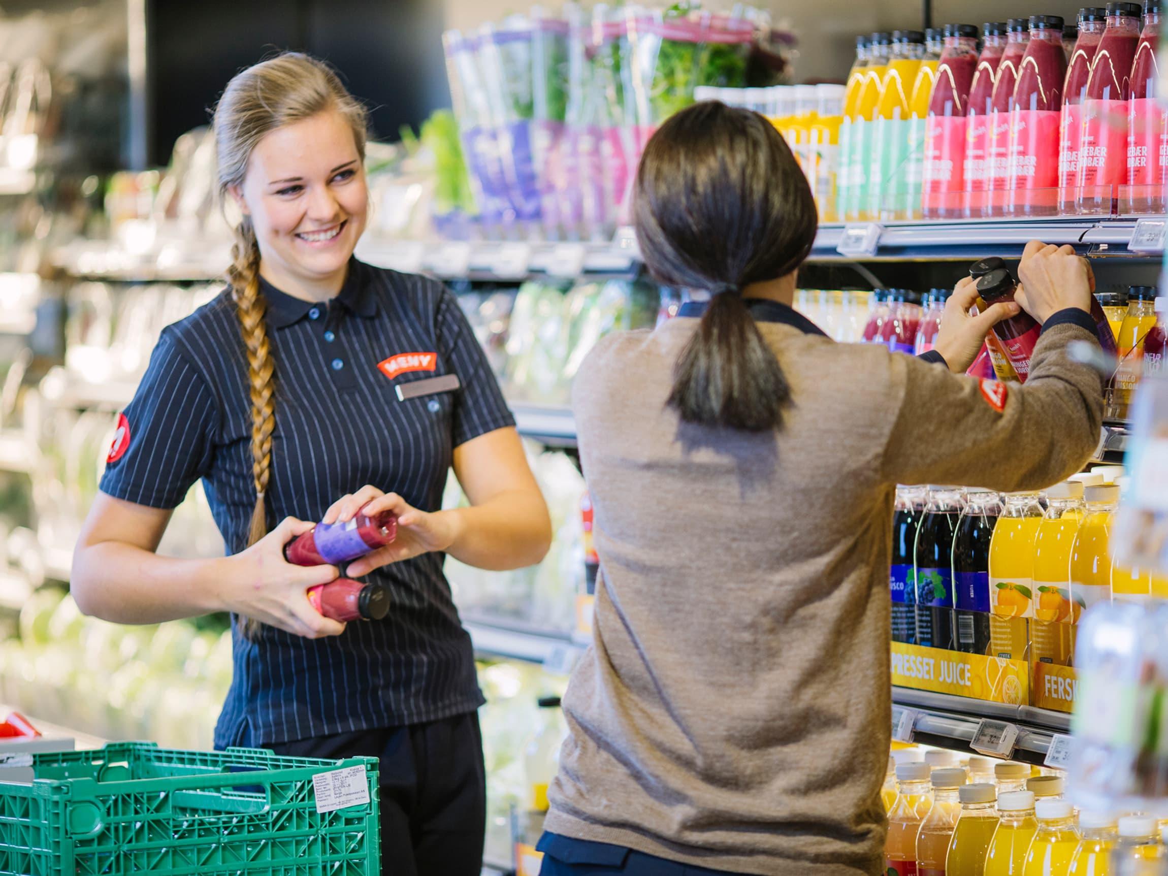 Godt arbeidsmiljø er viktig, derfor gjennomføres årlige medarbeiderundersøkelser og det jobbes for å få flere lærlinger og arbeidspraksisplasser i butikkene, og økt kvinneandel i ledende stillinger.