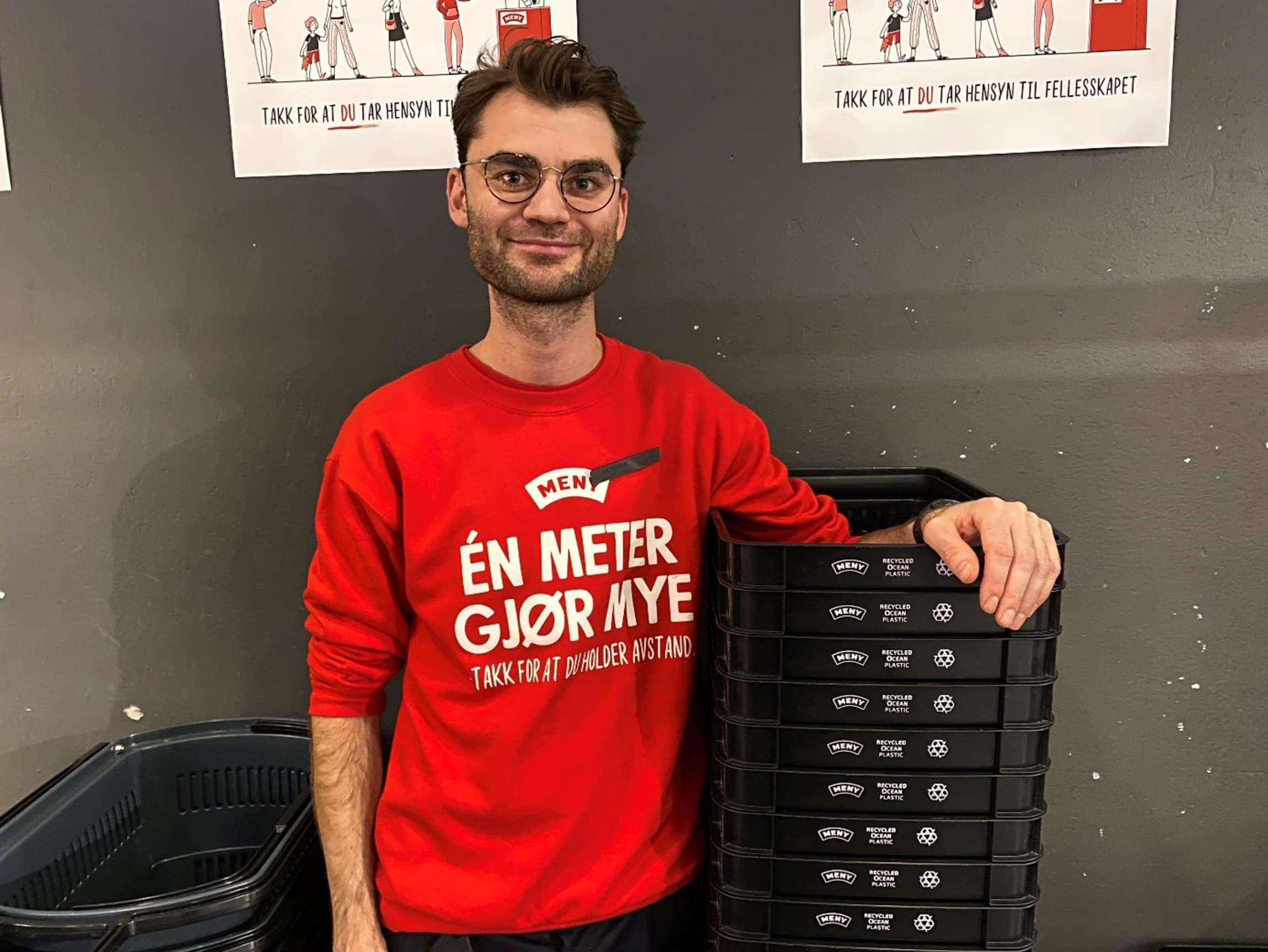 Jan Blekastad, butikksjef hos MENY Ringnes Park, liker de nye handlekurvene godt.