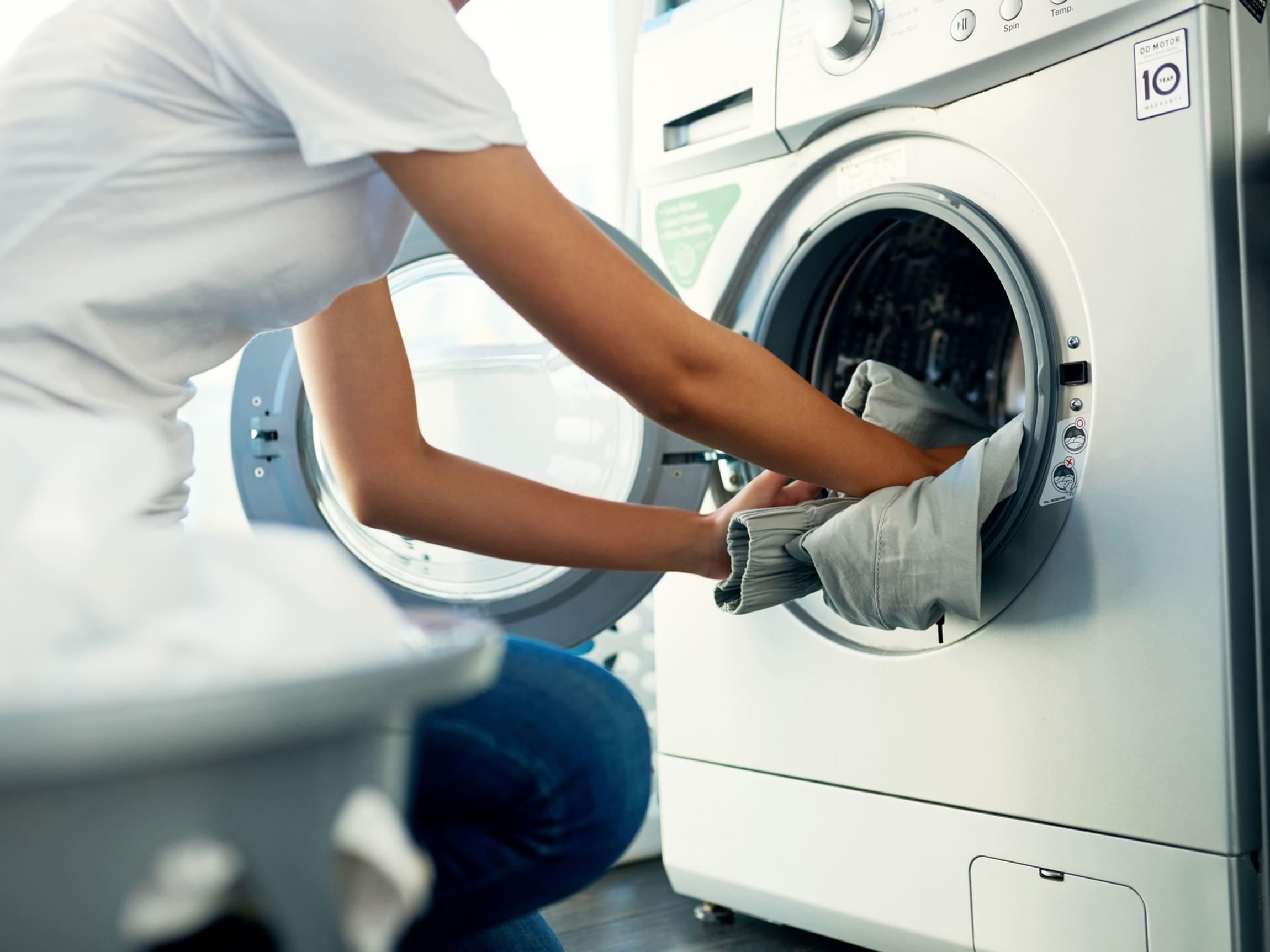Husk å lese vaskeanvisningene på treningstøyet før du vasker det.