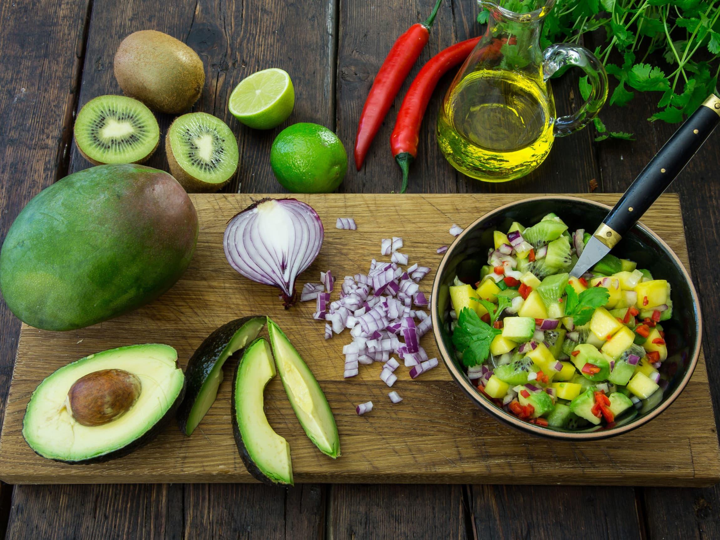 En god taco kan toppes med mye godt! Både mango, kiwi og ananas er frukt som passer spesielt godt til til taco.
