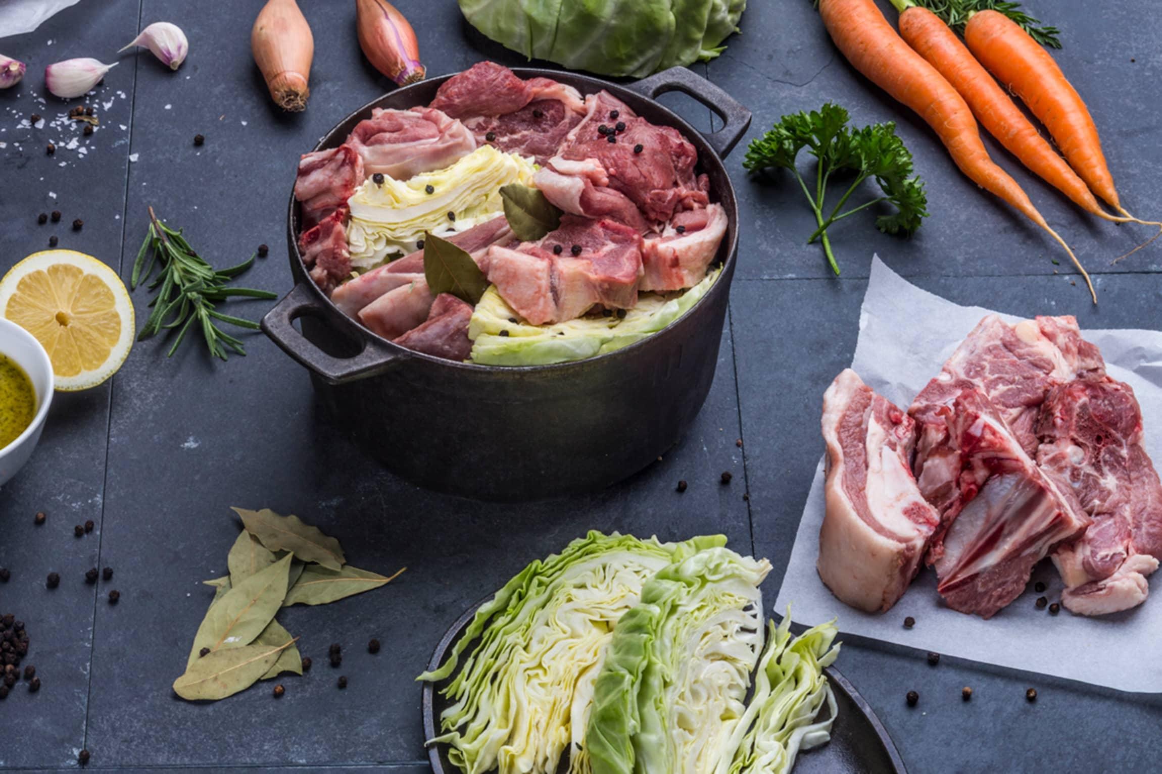 Rått kjøtt og grønnsaker oppevares helt forskjellig. Dersom du oppbevarer maten riktig kan du hindre unødvendig matsvinn.