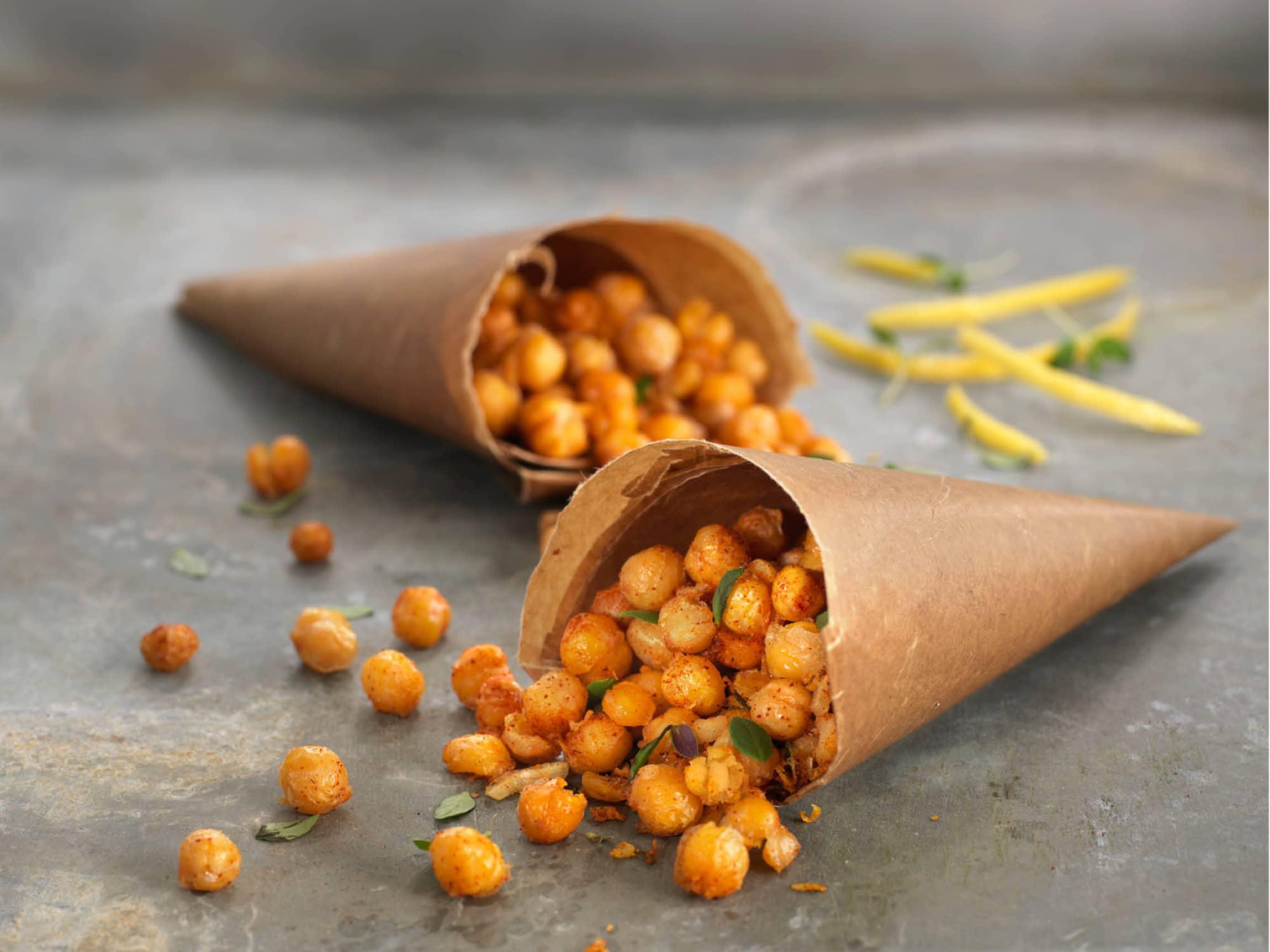Ristede kikerter er en kjempegod snack! Krydre dem med spenstige krydder etter eget ønske, eller bare med salt og pepper.