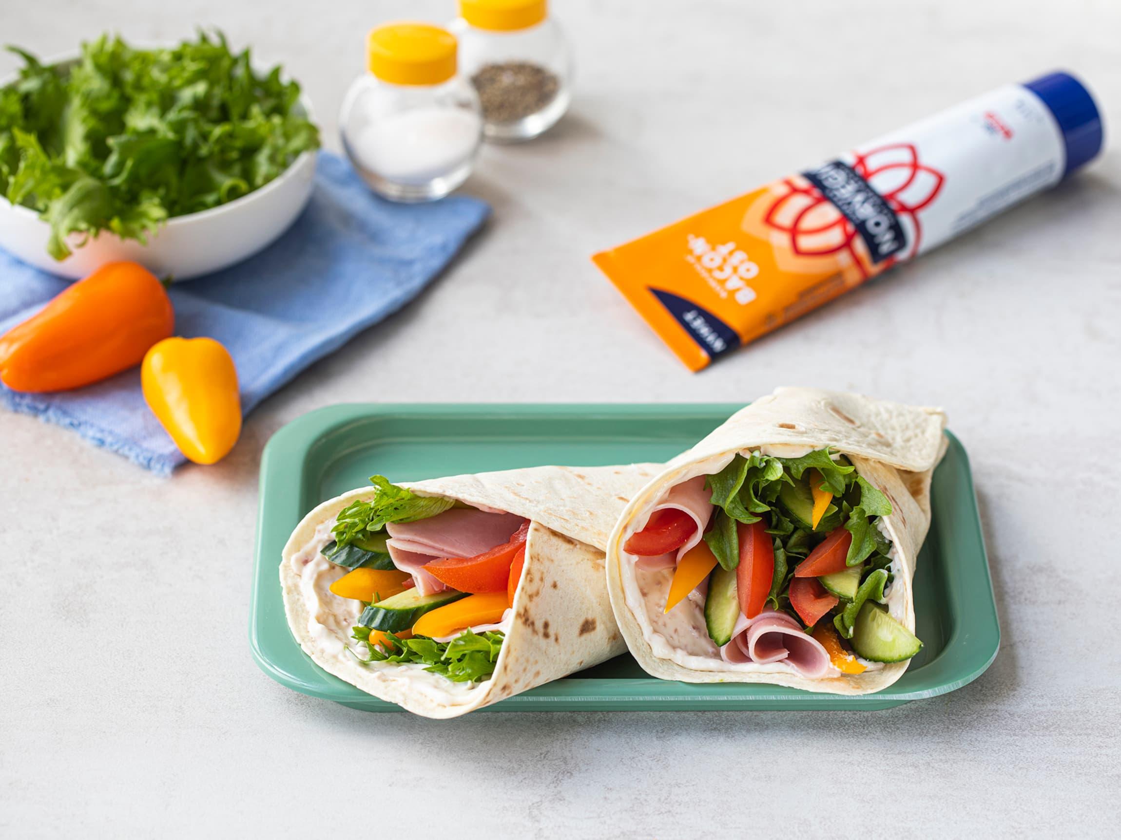 I en wrap kan du bruke de gønnsakene du har i kjøleskapet, noe som gjør det enkelt å bruke opp rester.