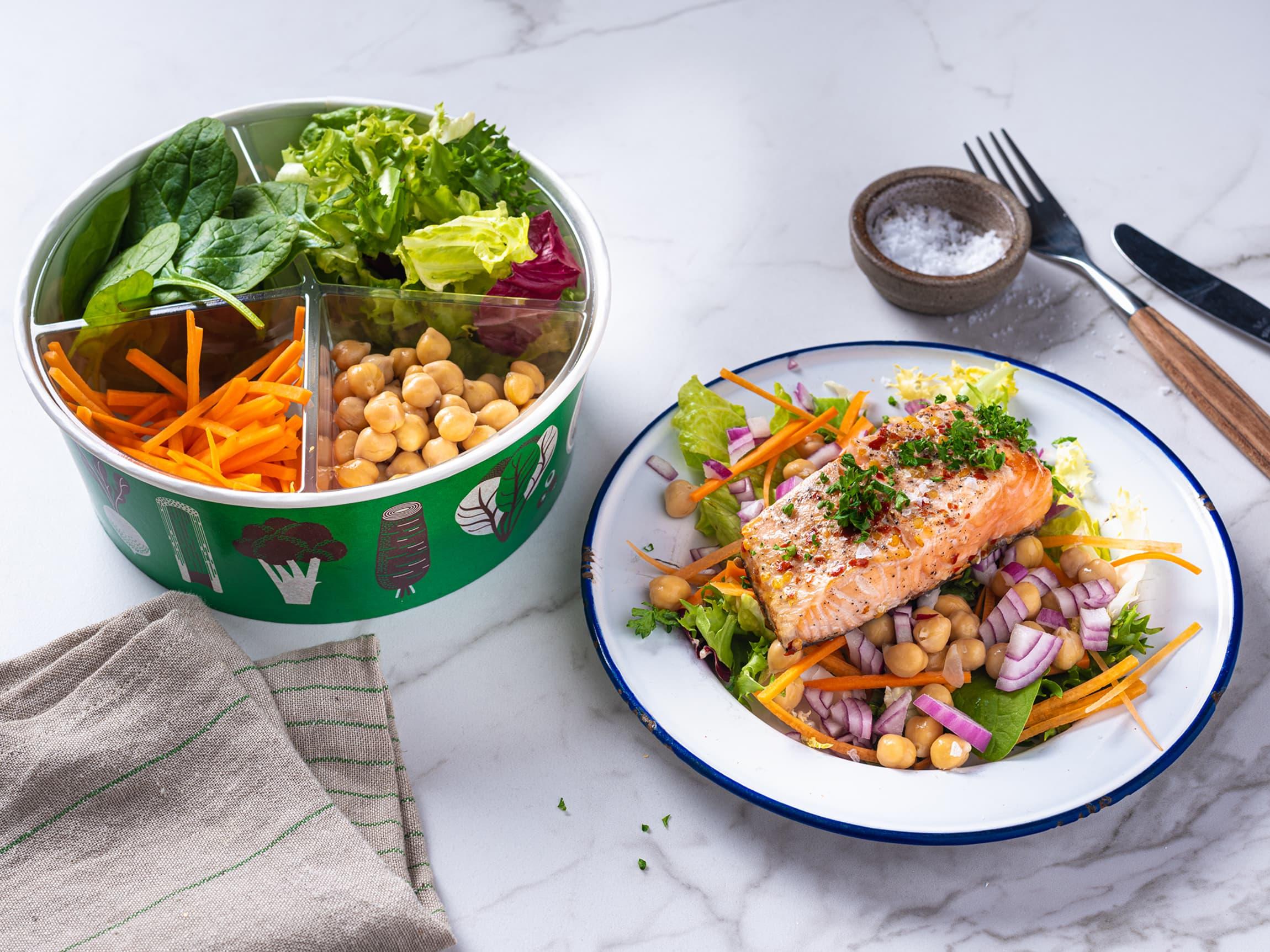 Rask og enkel mat trenger ikke være usunn! Kjøp med deg salat fra salatbaren og ta med deg en laksefilet fra fiskedisken. Kjapp middag på få minutter!