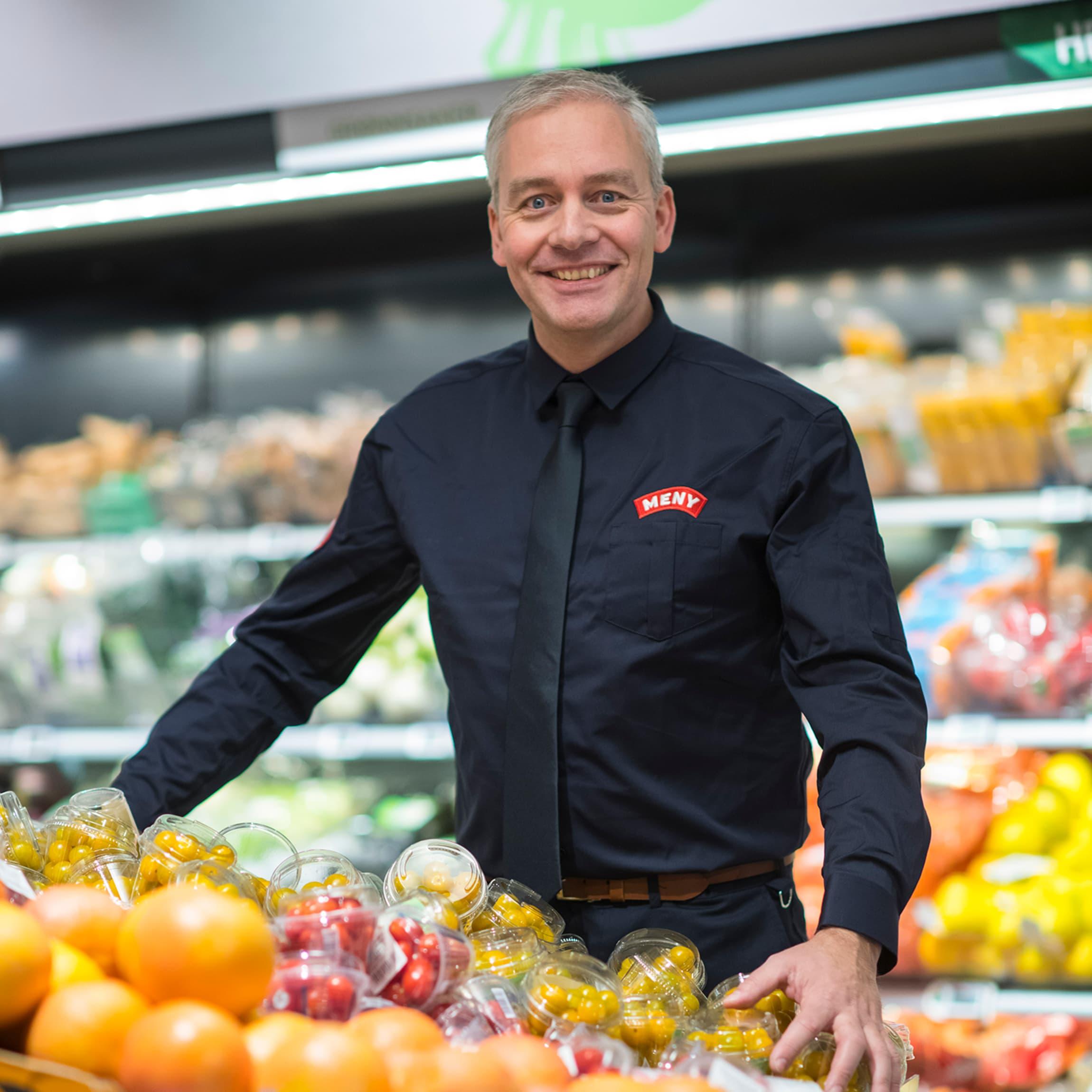 Einar Gundersen, kategoridirektør i MENY, imponert over innovasjonsevnen blant lokalmatleverandørene.