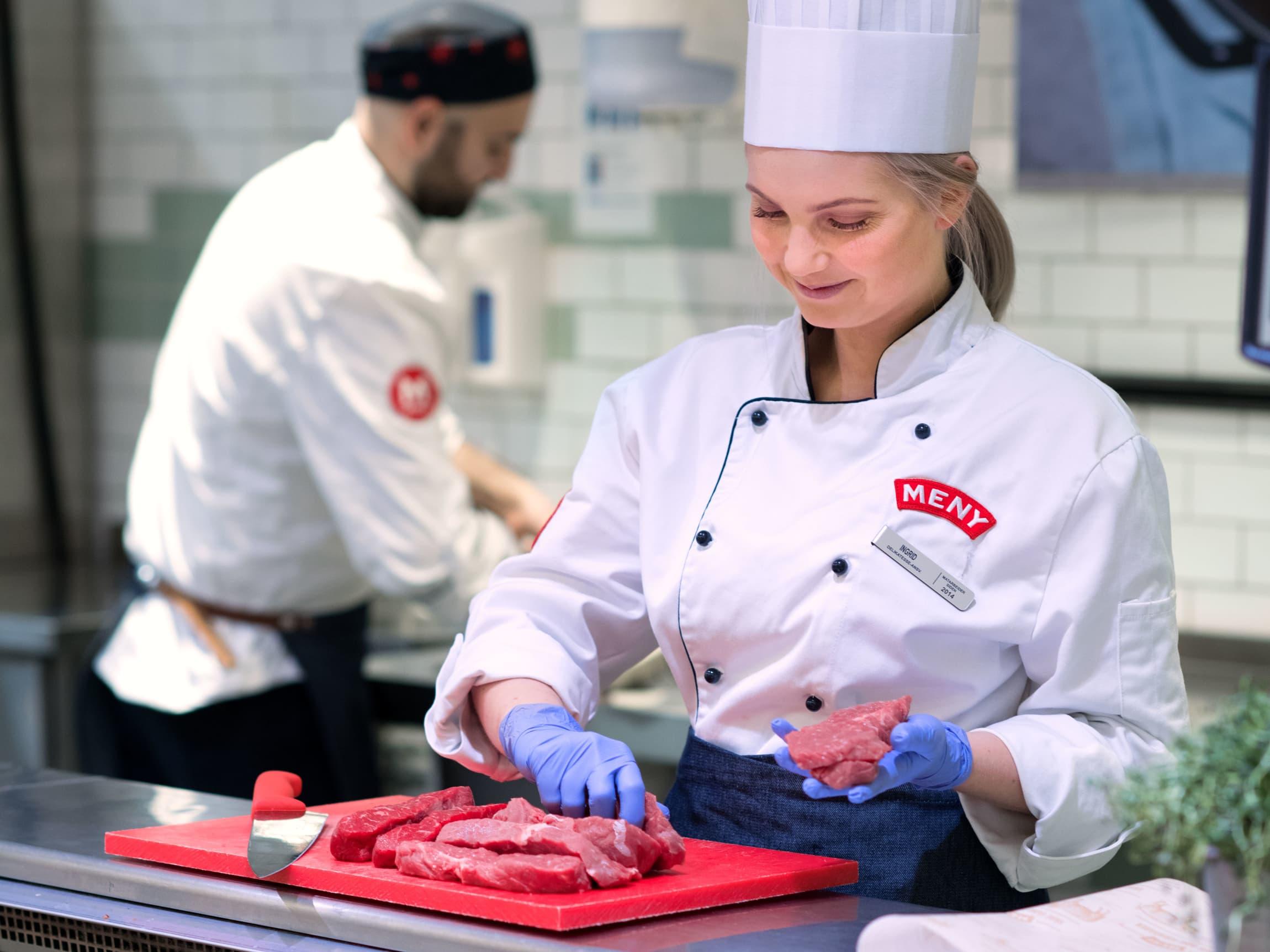 Lurer du på hva du skal velge, eller rett og slett ønsker tips og råd til hvordan du steker den perfekte biffen, er det bare å spørre en av våre mange kokker eller butikkslaktere.