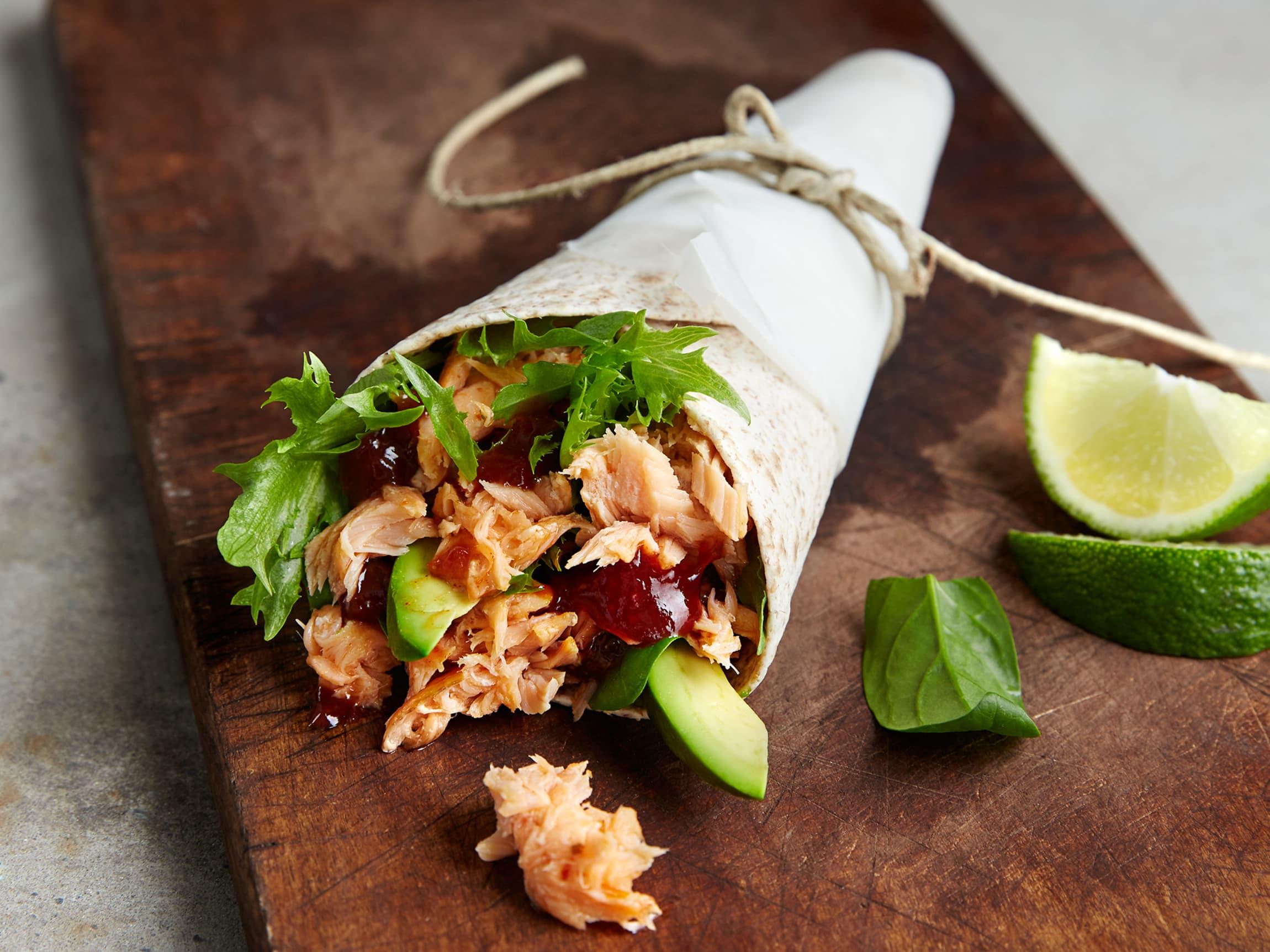 Lompe med laks og bbq-saus er enkelt, sunt og veldig godt!