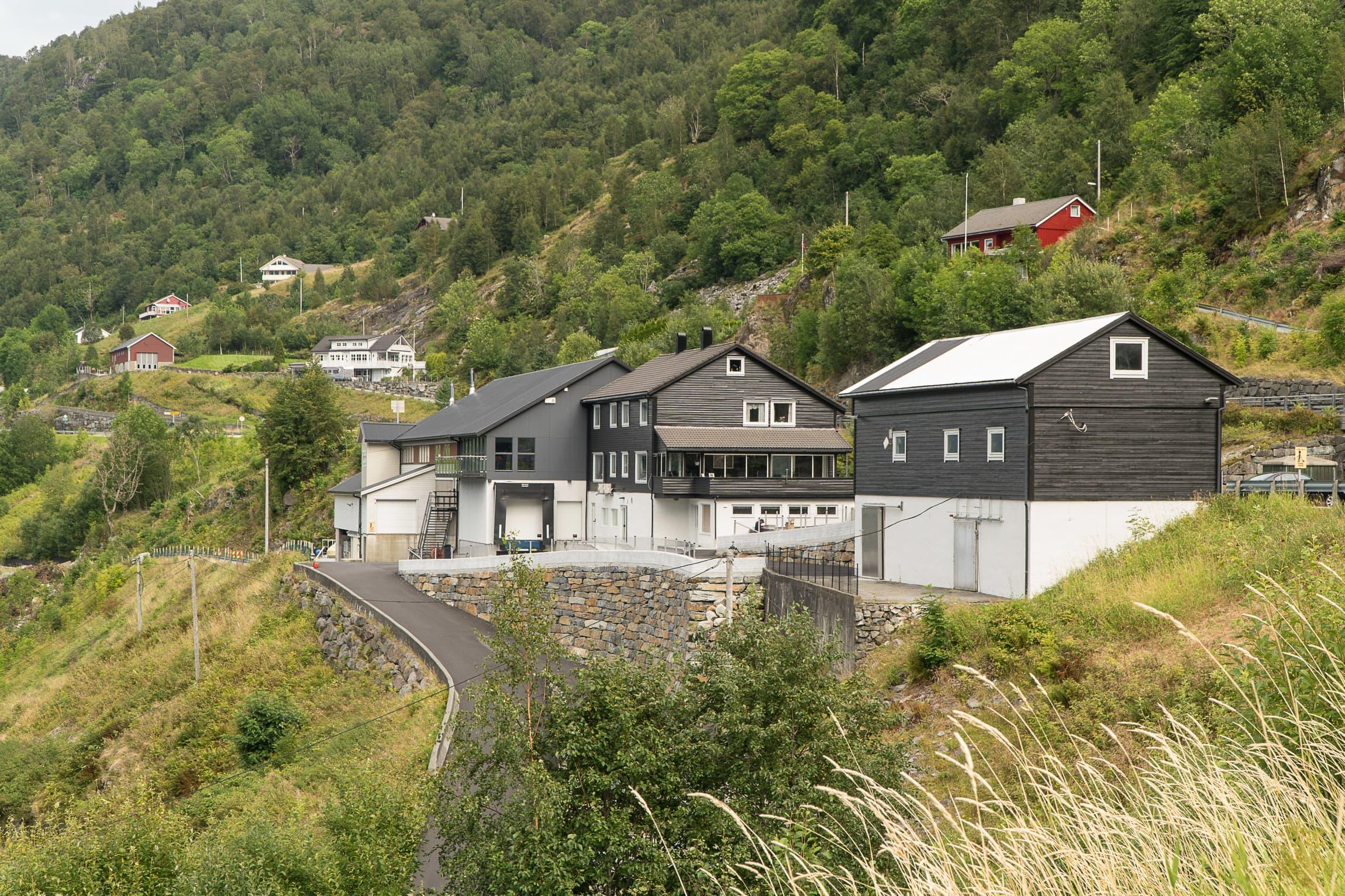 Produksjonsanlegget i Teigland er moderne og effektivt, men håndverket og produktene er tuftet på tradisjon