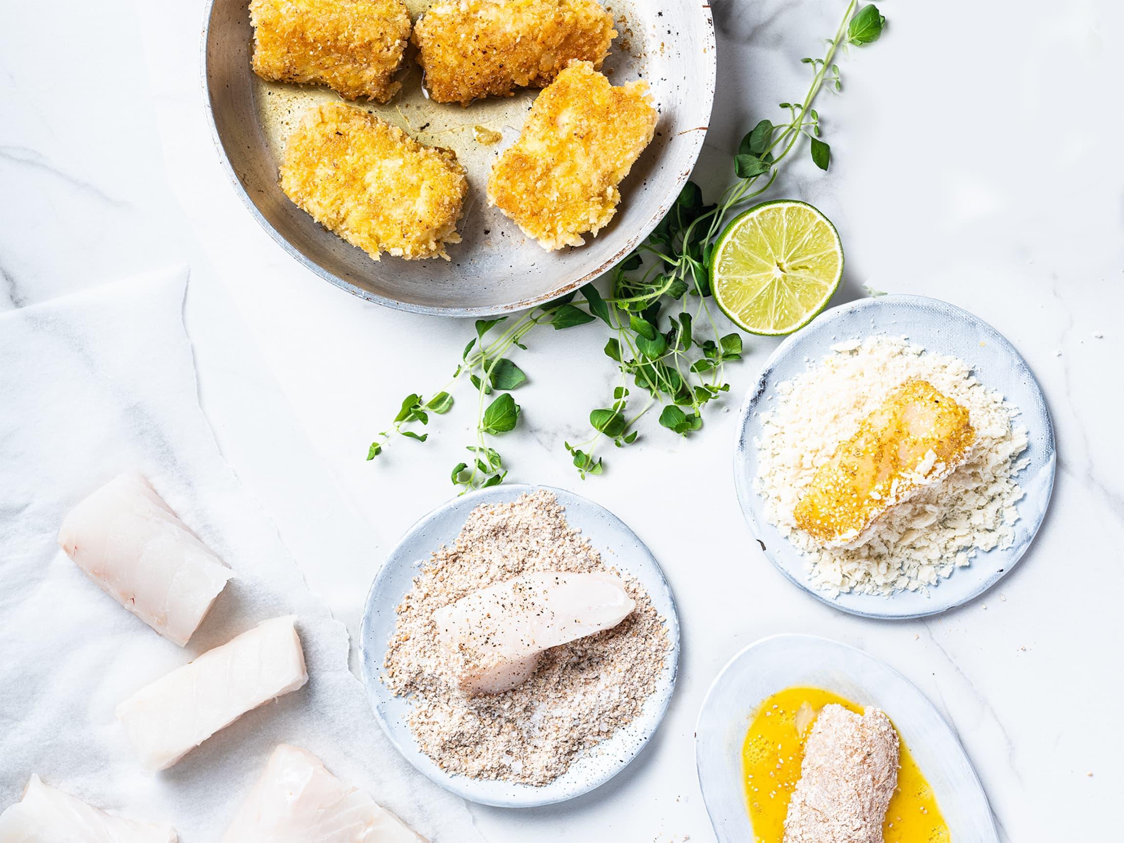 Å lage fiskepinner er gøy for barna, la dem bli med på kjøkkenet!