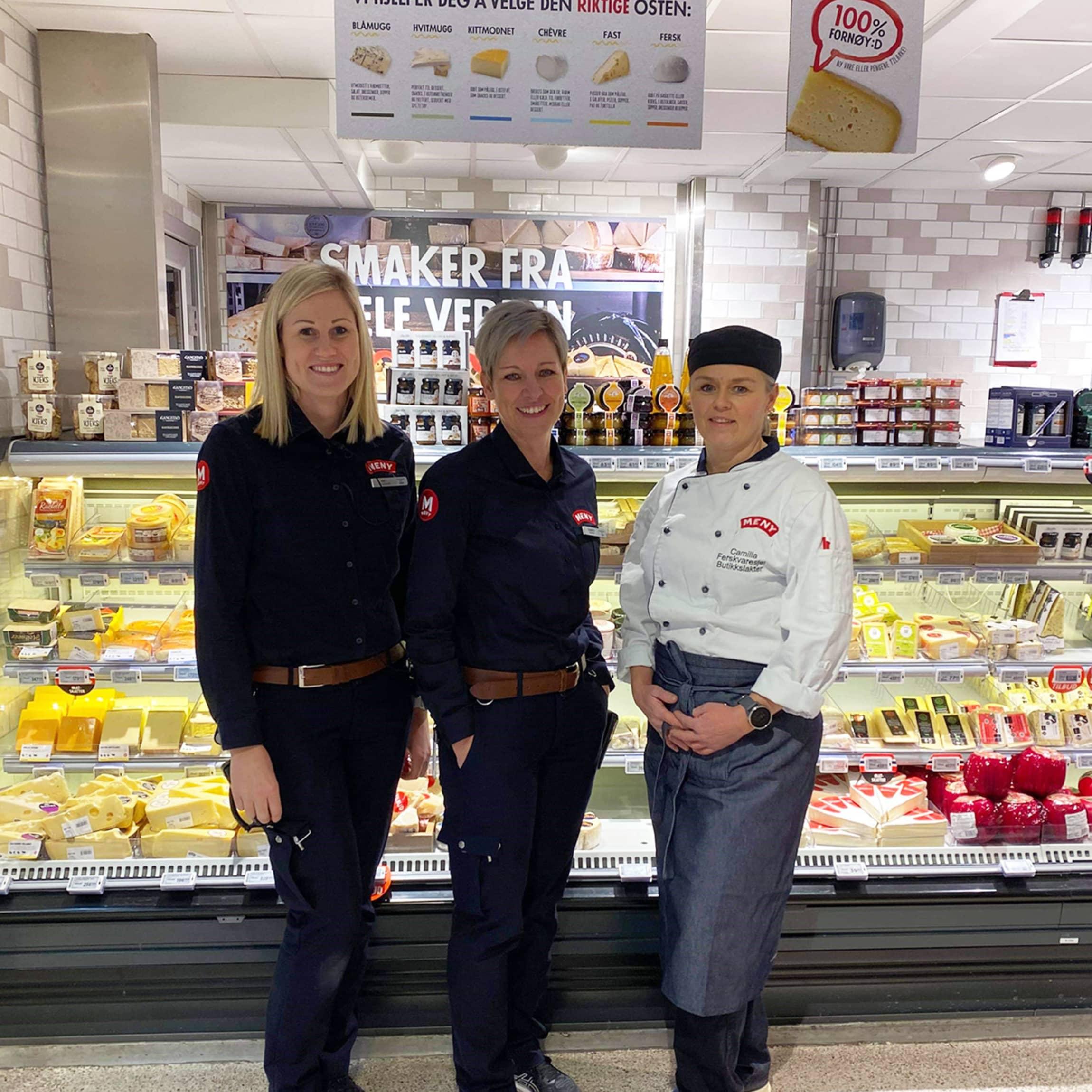 Ledertrioen på MENY Osloveien består av assisterende butikksjef Kine Haukedalen Gomnes (t.v) , butikksjef Elisabeth Gomnæs (midten) og ferskvaresjef Camilla Walderstøen (t.h).