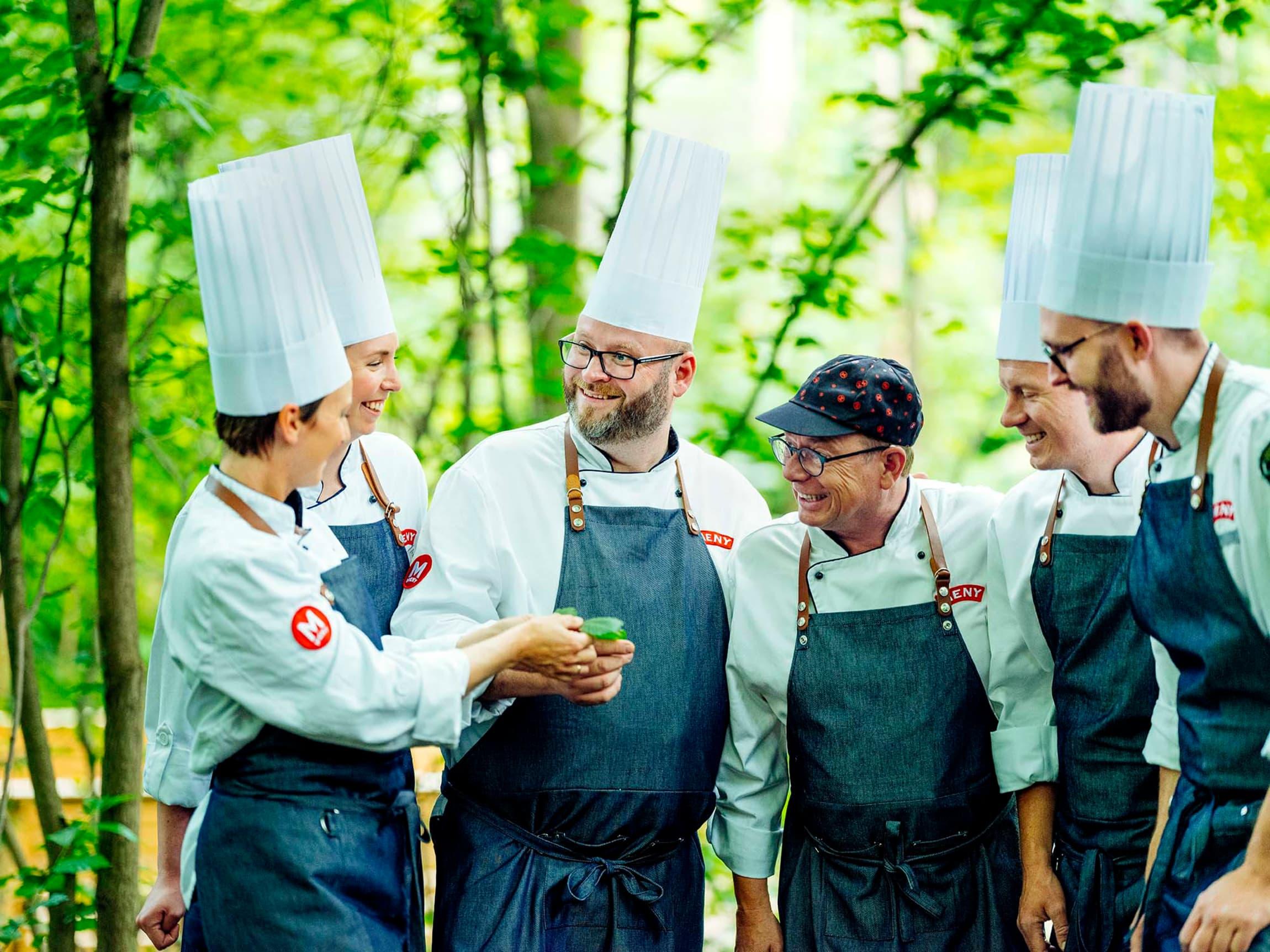 MENY-Lauget består av våre egne kokker og eksperter, som har fått i oppdrag å lete, lukte og smake seg frem til lokale matskatter.