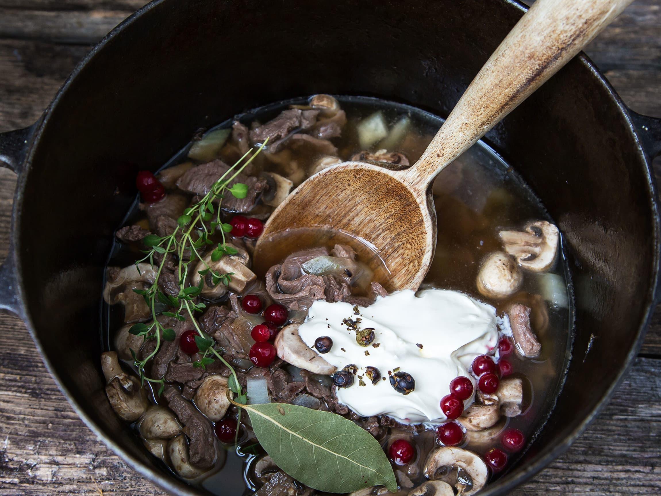Crème fraîche egner seg godt i varme retter som viltgryte.