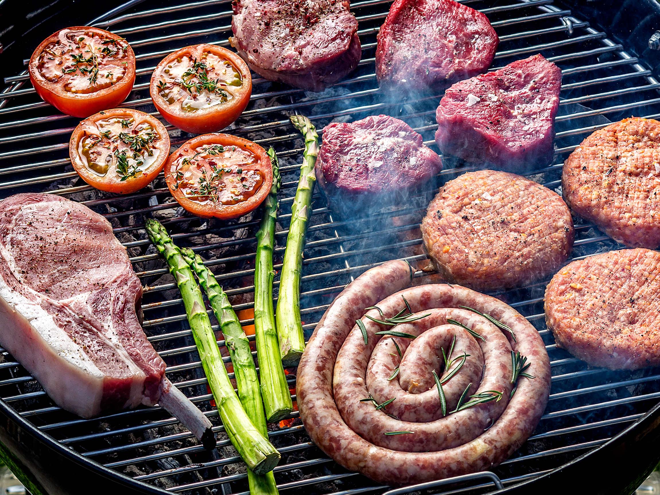 Burger blir best på grillen, men du kan også steke dem i pannen.