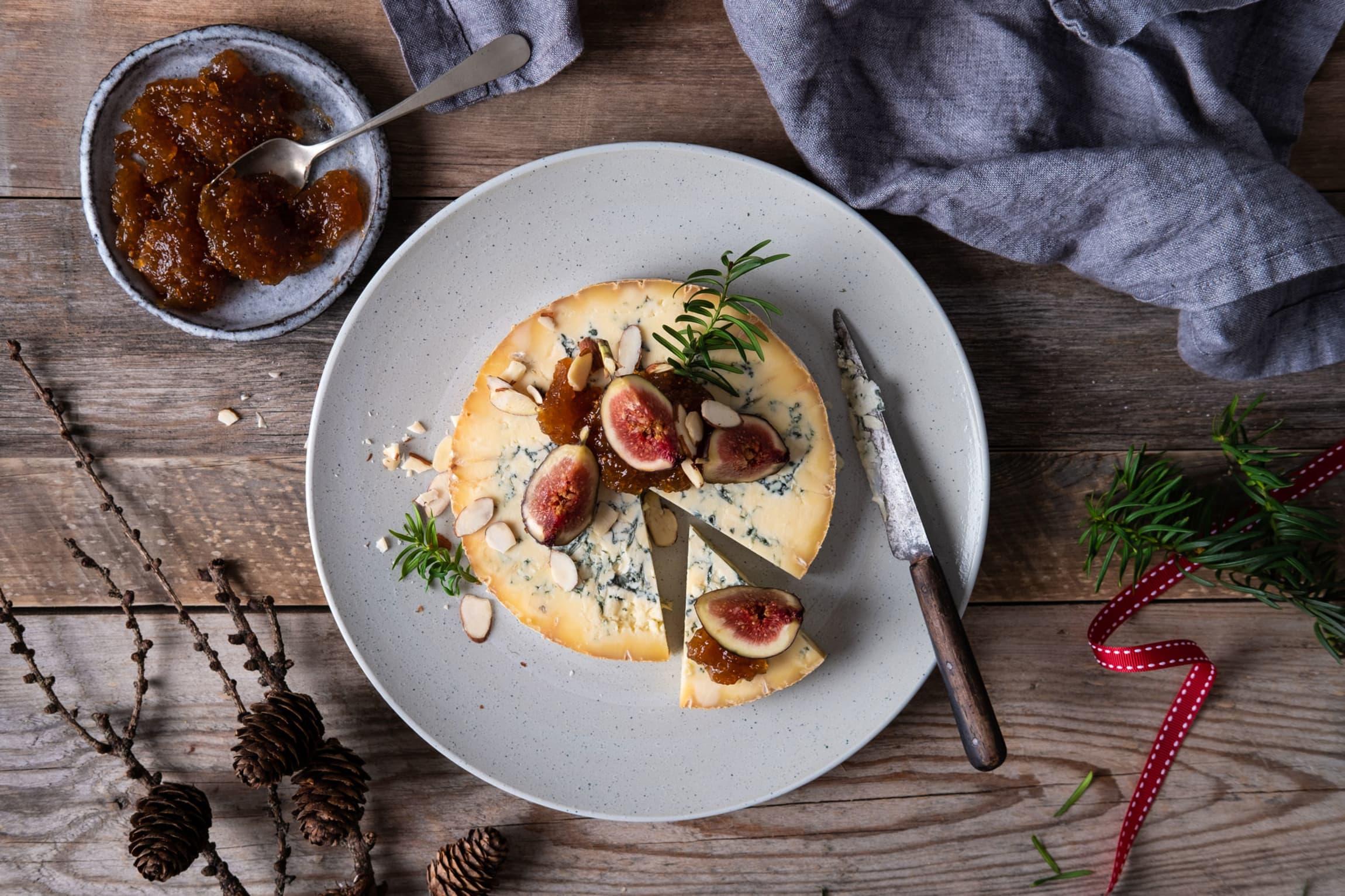 Stilton er en klassisk juleost mange ikke kan være foruten. Prøv den med søt fikenmarmelade eller på pepperkake!
