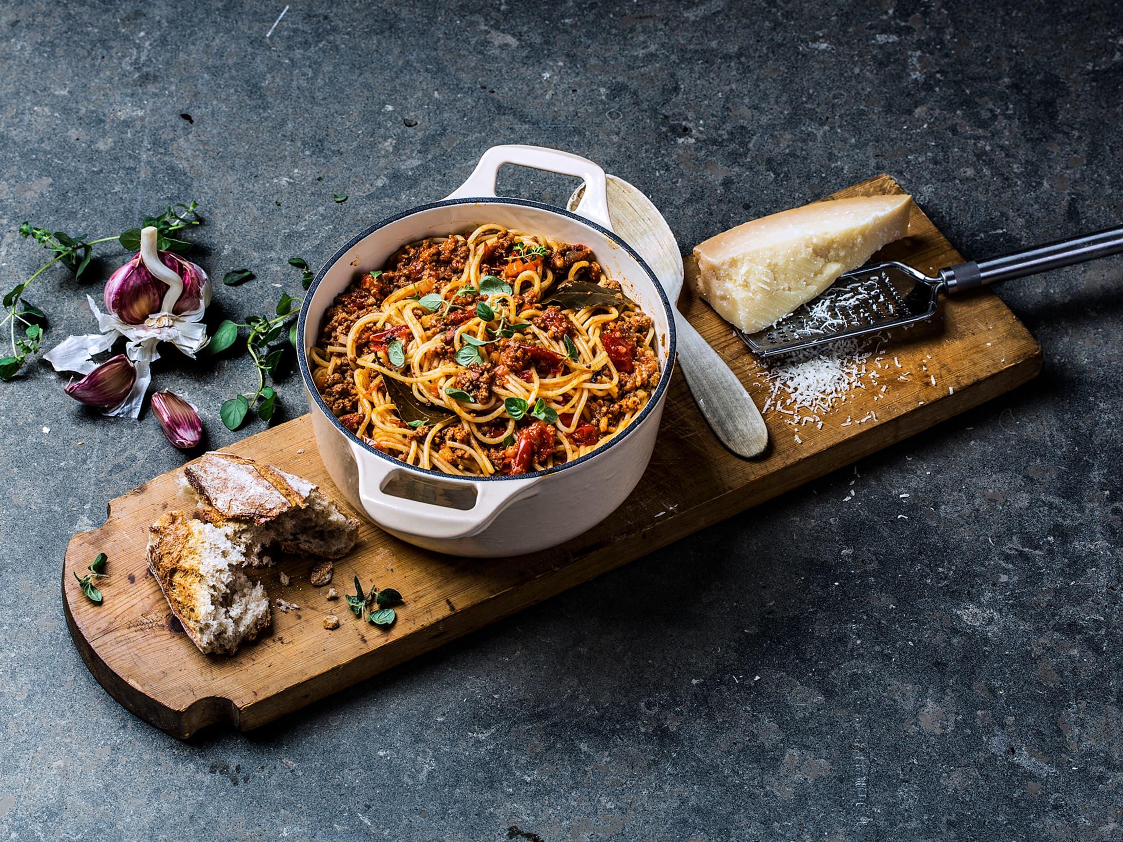 God mat trenger ikke være tidkrevende eller inneholde mange ingredienser. En enkel og smakfull pasta bolognese er perfekt i en hektisk hverdag