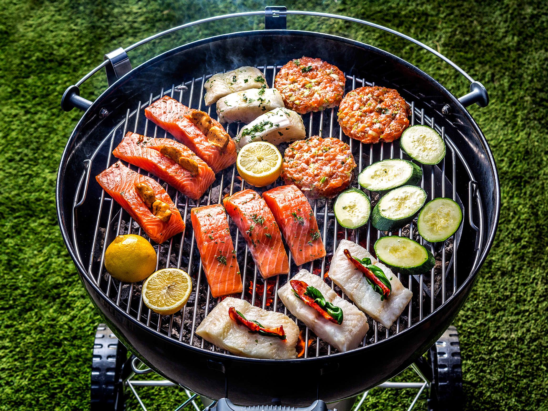 Alt kan grilles! Fisk og grønnsaker passer like godt å grille som burger og biff.