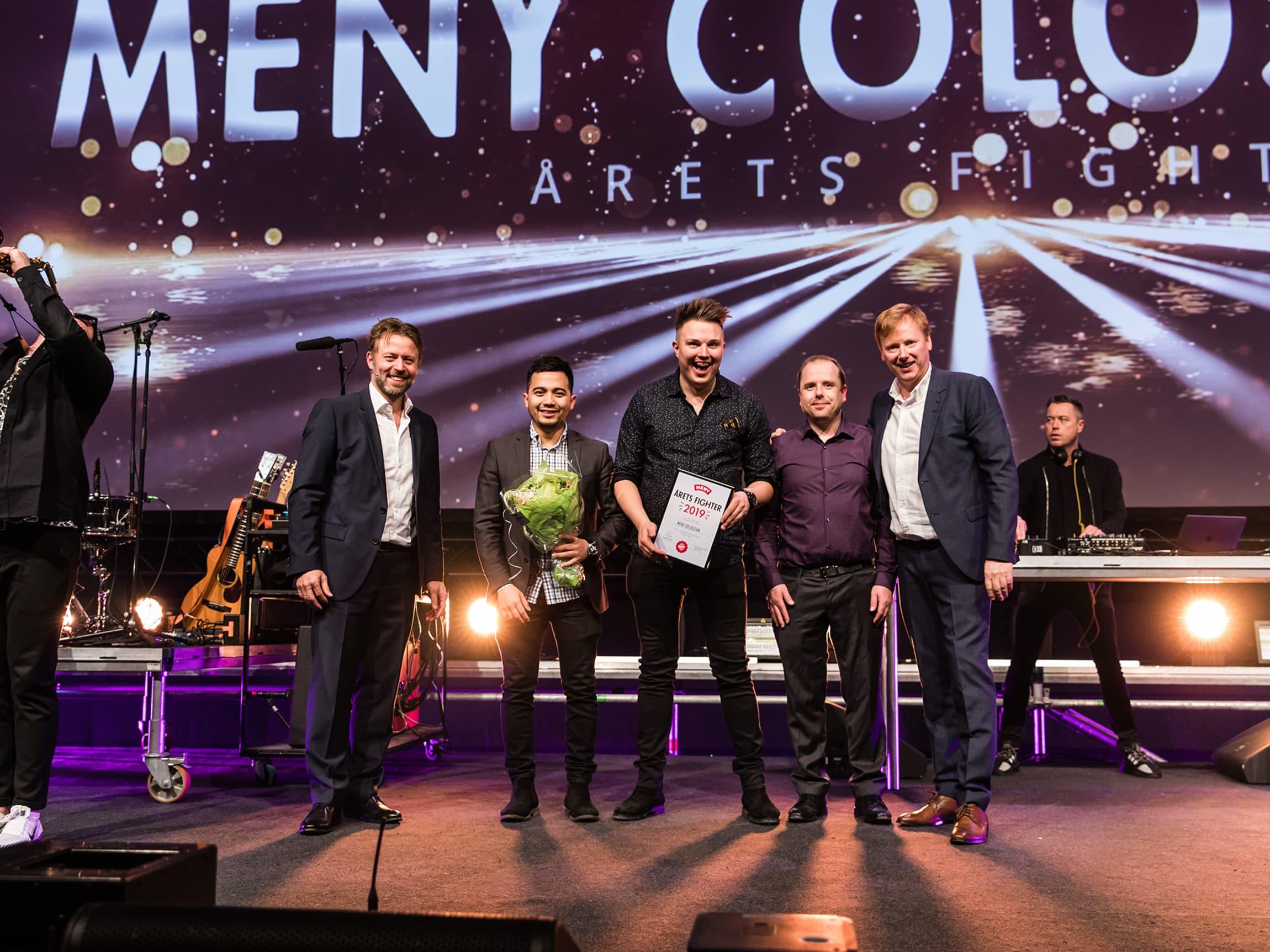 Lederteamet på MENY Colosseum tok i mot pris som Årets Fighter.
