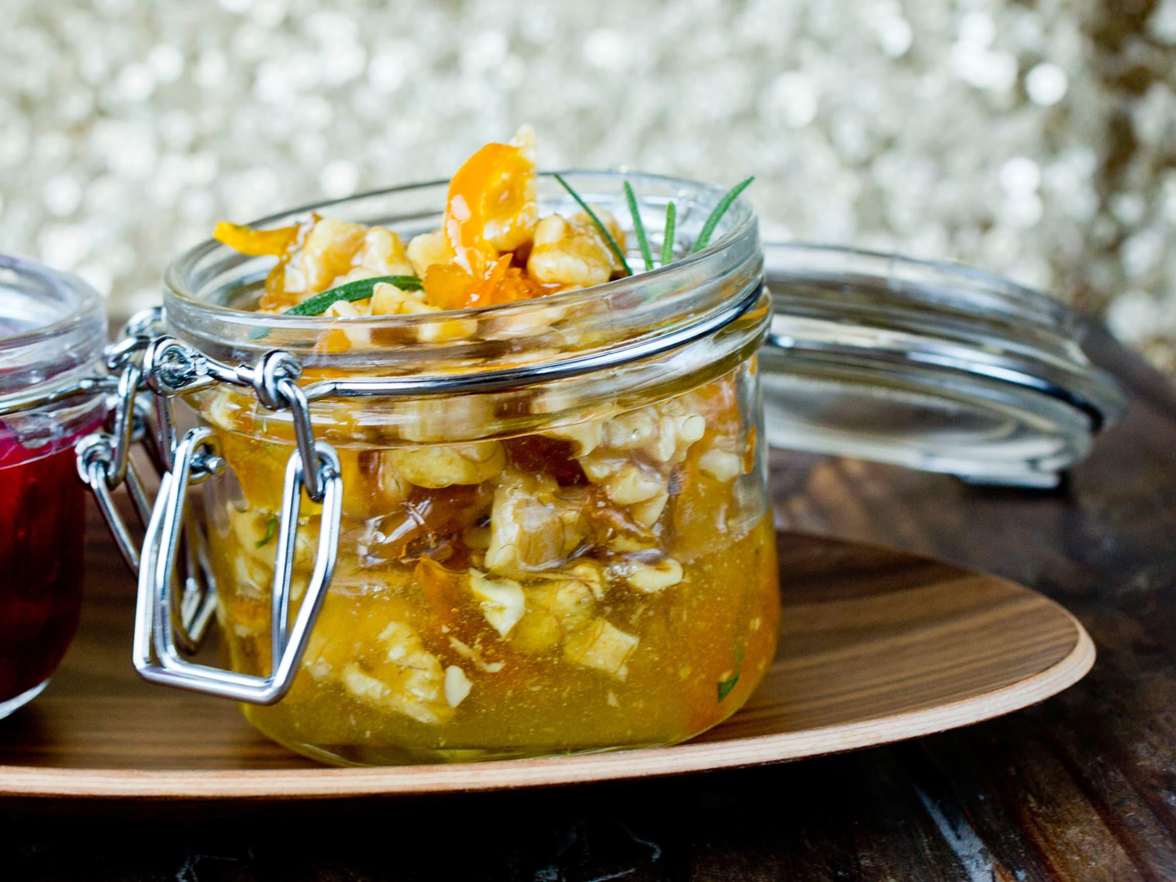 Honningstekte valnøtter er utrolig god med smaksrike oster.