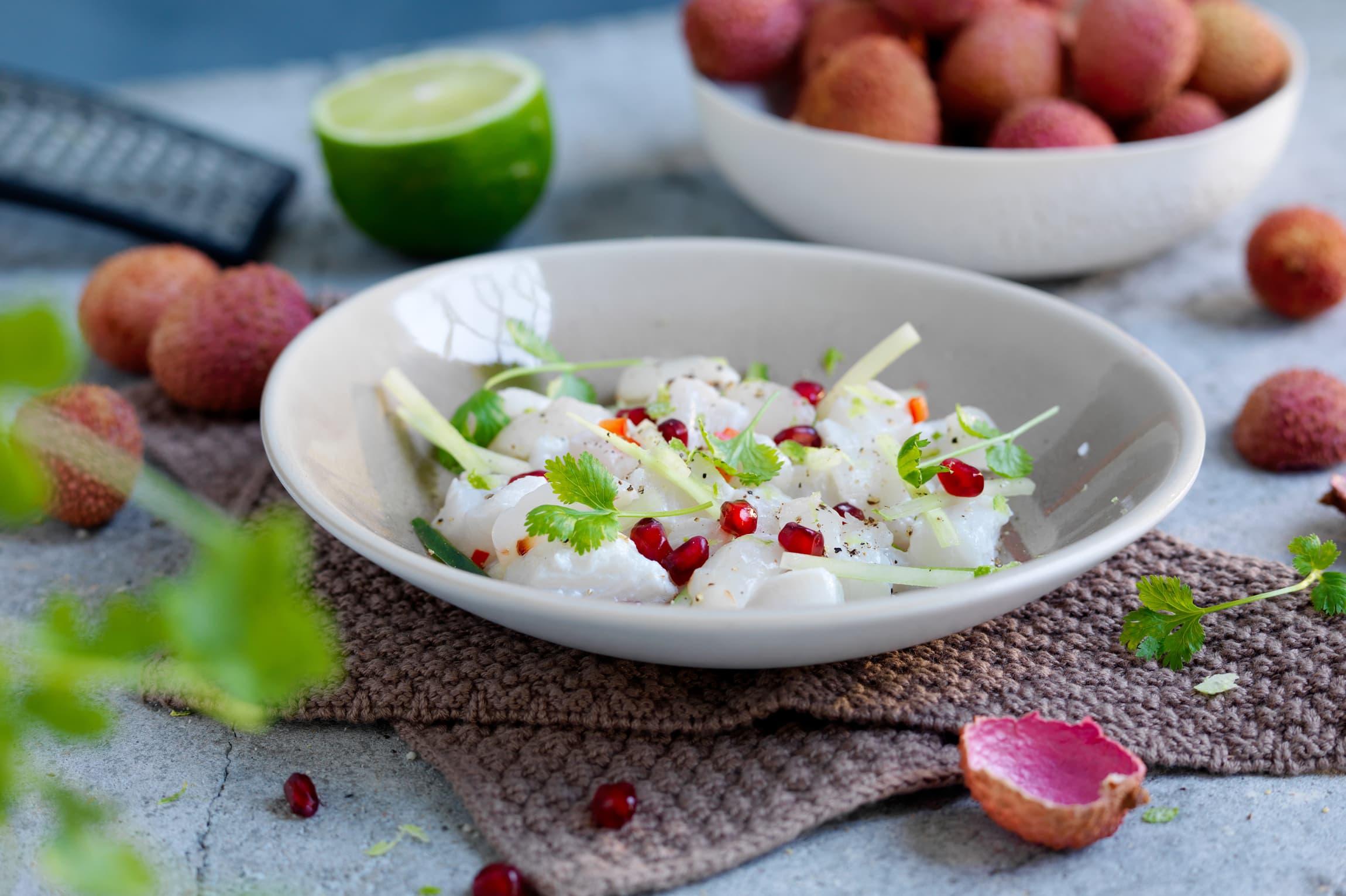 Lag en frisk og god ceviche av skrei til middag! Skrei er den perfekte fisk i ceviche siden den er fast og god på smak.