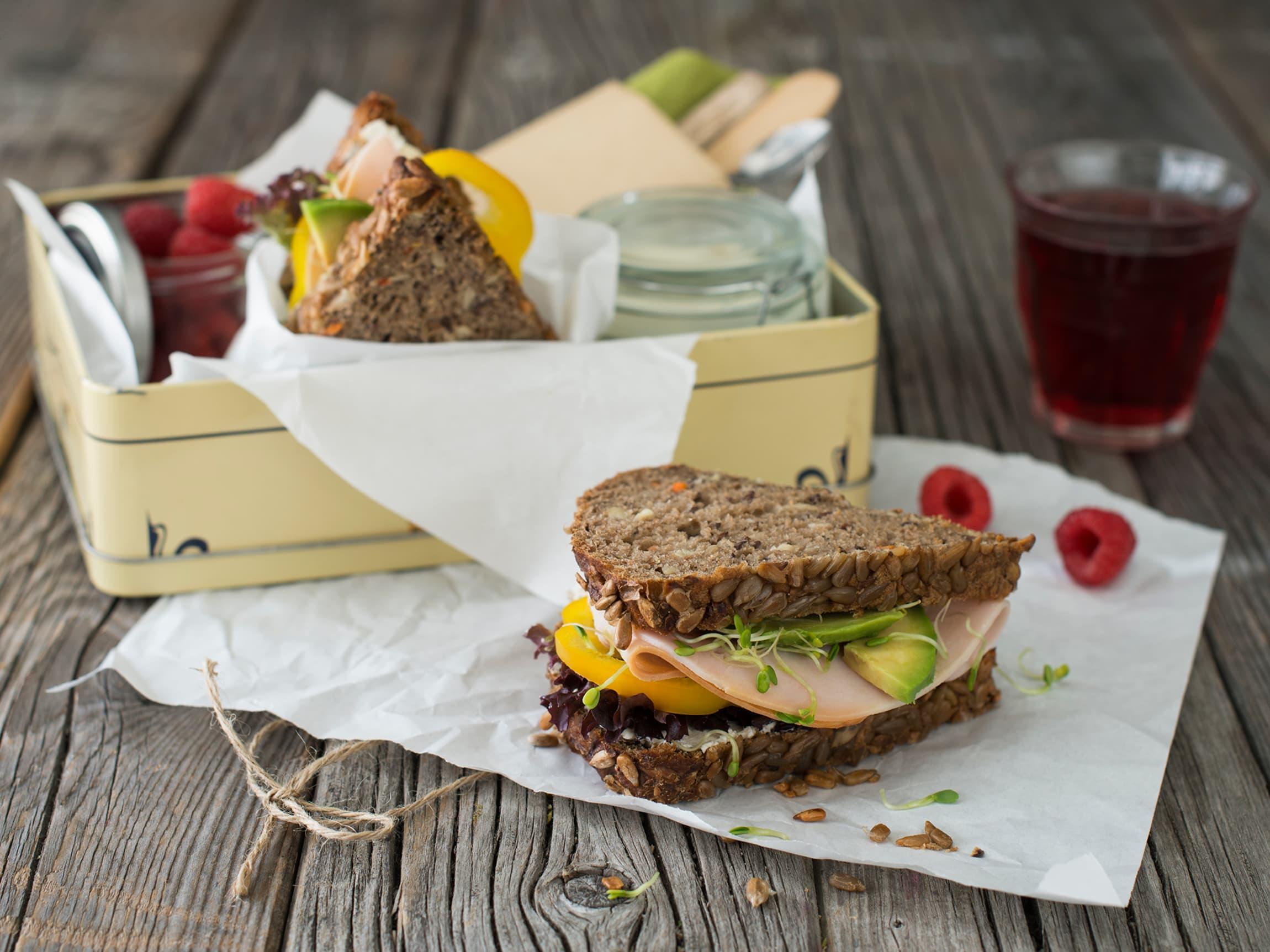 Saftig gulrotbrød med kalkunbryst egner seg godt som både frokost og lunsj