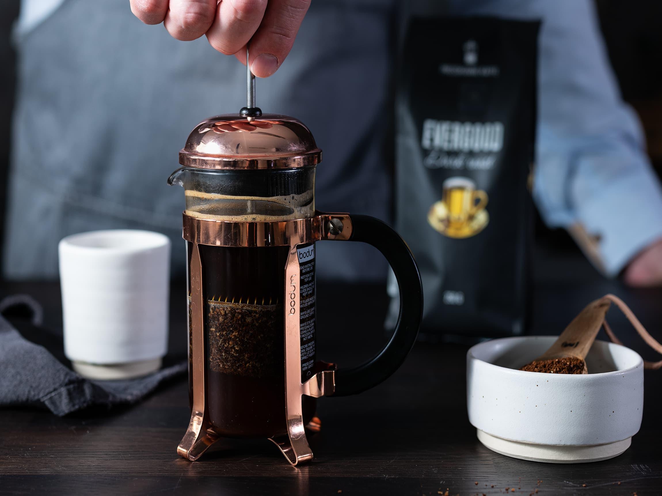 Å lage kaffe med presskanne krever minimalt med egeninnsats.