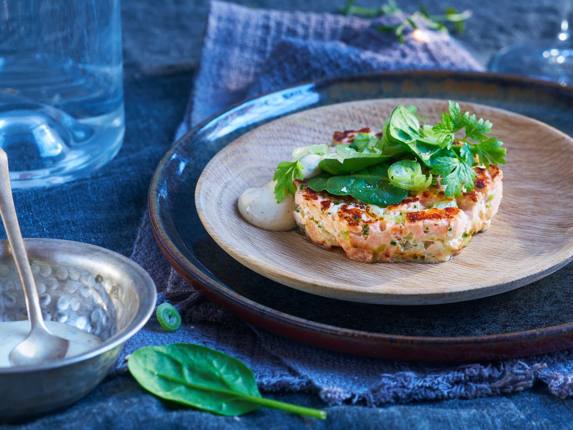 Lag tartaren klar tidligere på dagen og stek den raskt rett før servering så den får en god stekeflate.