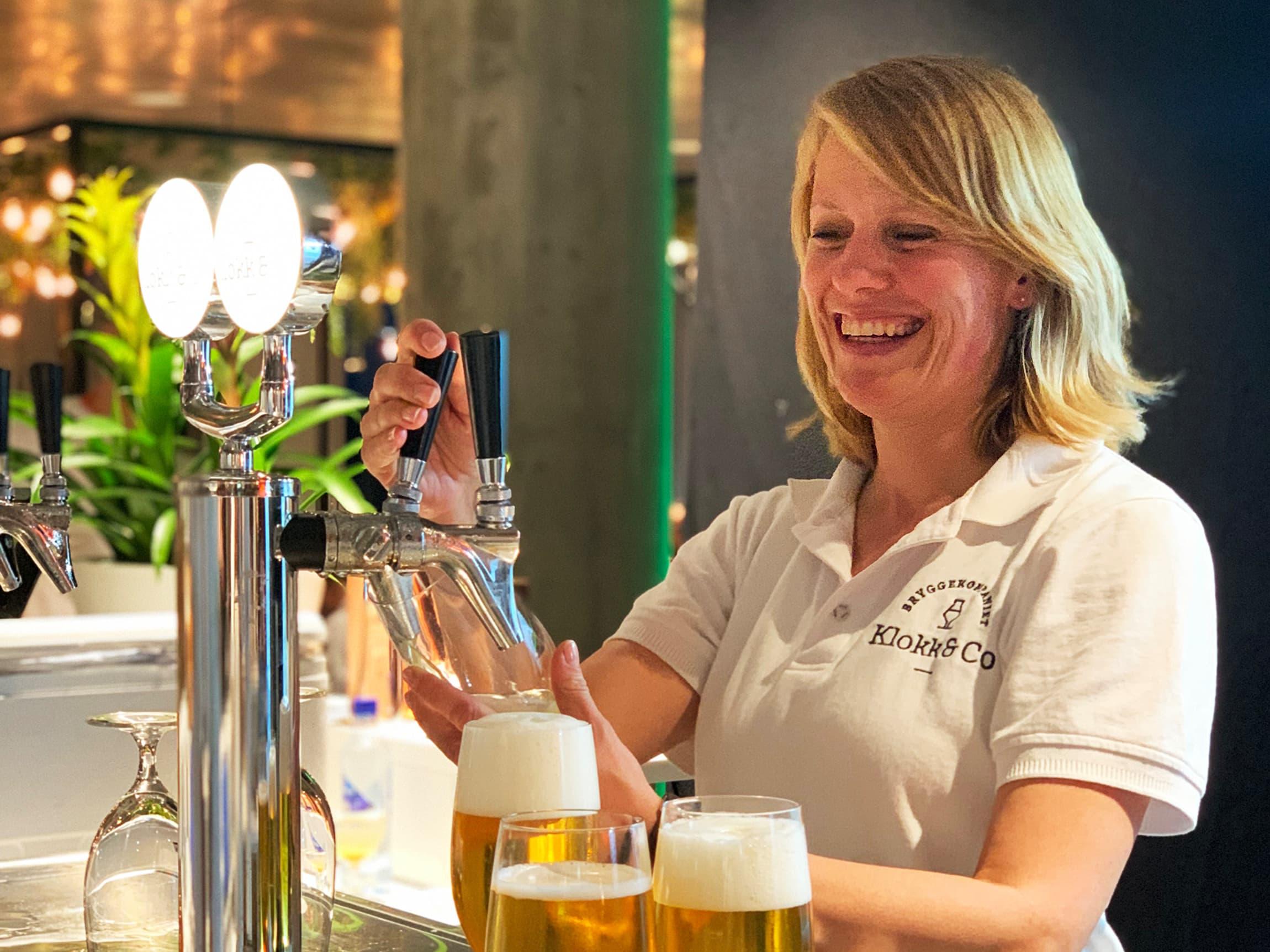 Kristine Lund er svært fornøyd med å kunne tilby folk god kvalitetsøl uten alkohol.