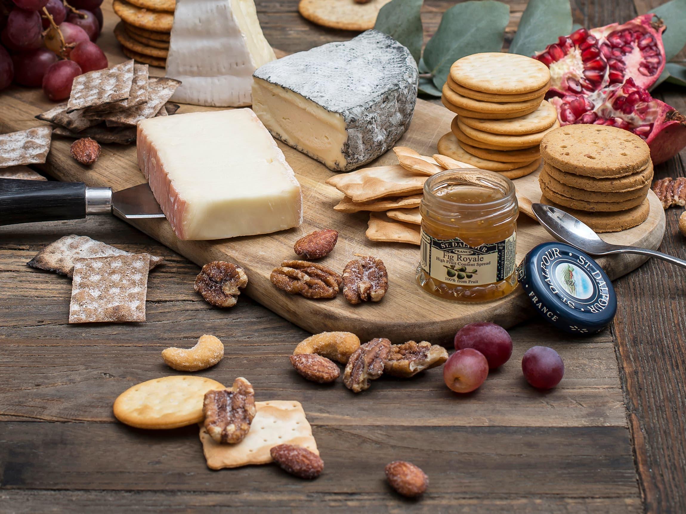 Det finnes mange spennende kjeks som passer til ost. Prøv deg fram, kanskje du finner en ny favoritt?