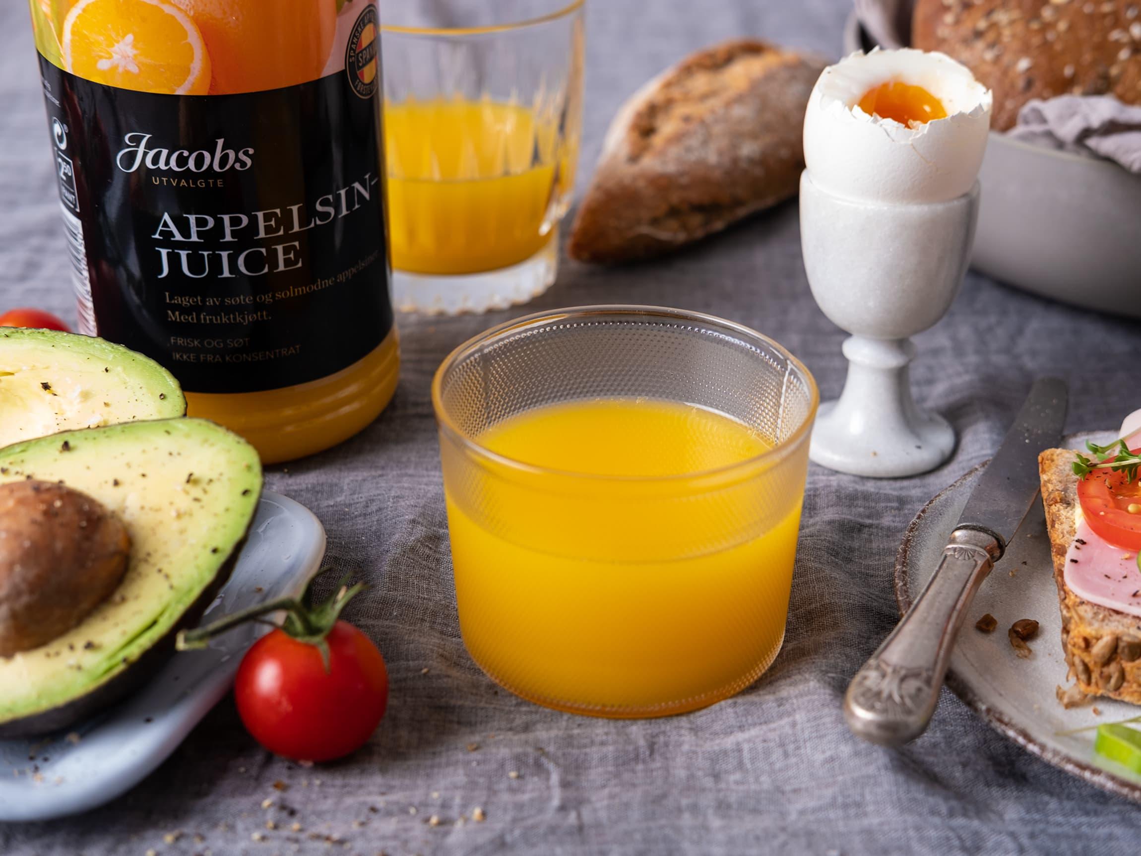 Jacobs Utvalgte juice er en ren og helt naturlig juice laget av ekstra søte og solmodne appelsiner, epler og jordbær.