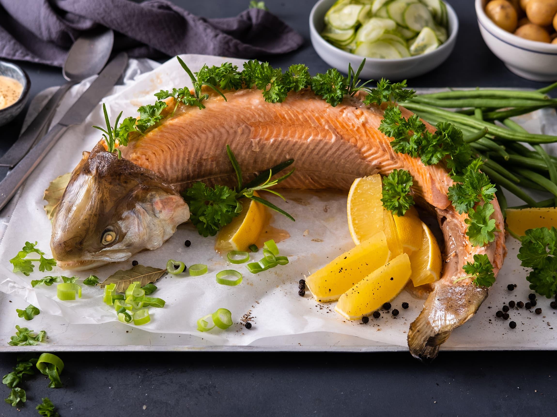 Fisk kan også trekkes hel eller halv om du skal servere mange - eller ha koldtbord.
