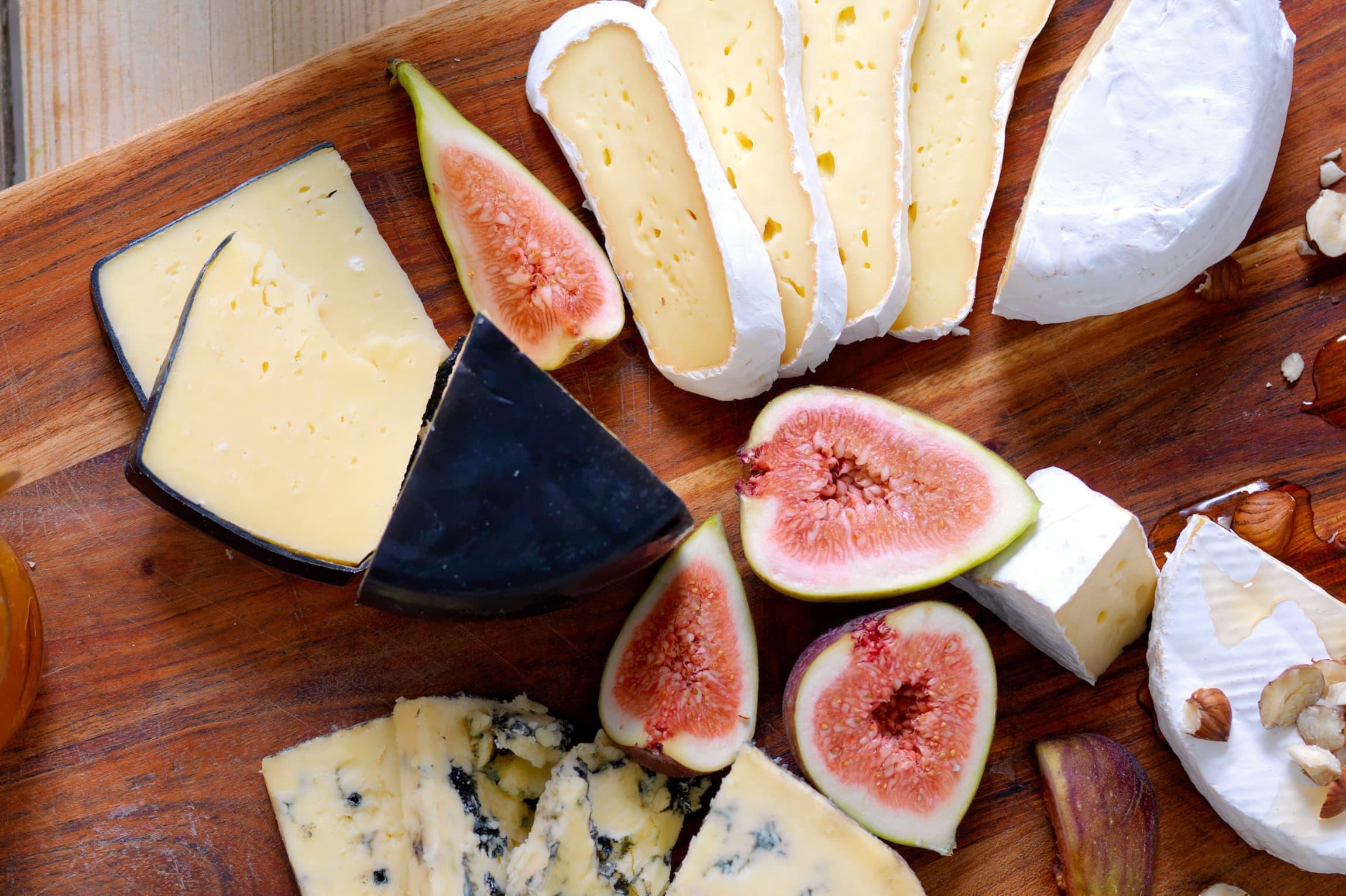 La ostene få spille hovedrollen og server tilbehør som komplimenterer smakene. Søtt tilbehør og nøytrale kjeks er alltid en sikker vinner.