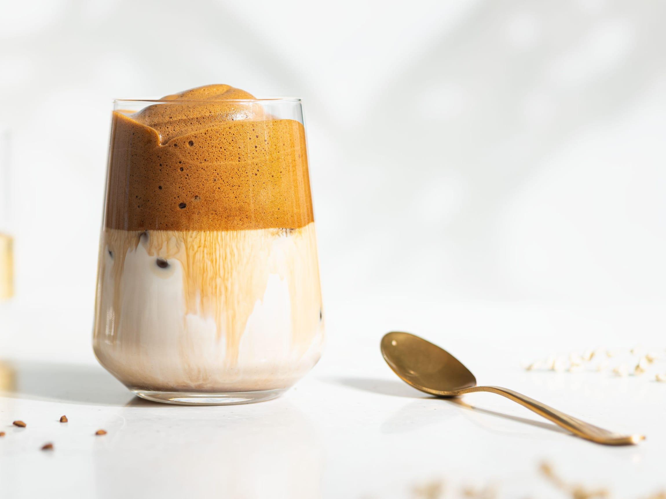 En av de store kaffetrendene på hjemmekontoret var Dalgona-kaffe, men det var hele kaffebønner, kapsler og espresso som hadde størst vekst med 30-40%.