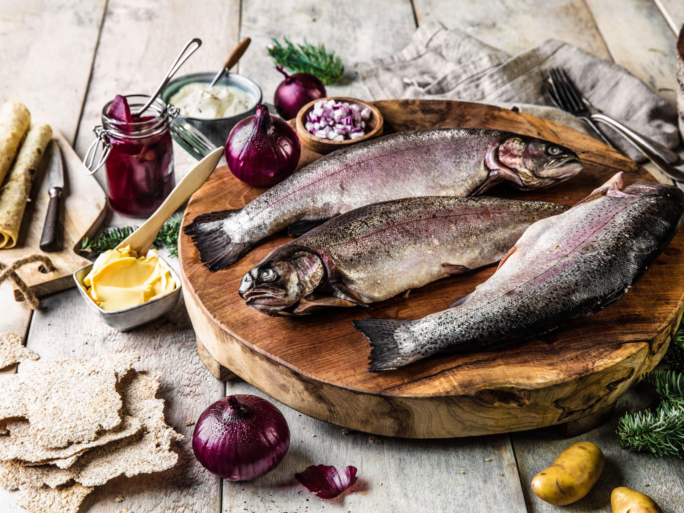 Rakfisk får du som hel fisk, flådd og i filet.