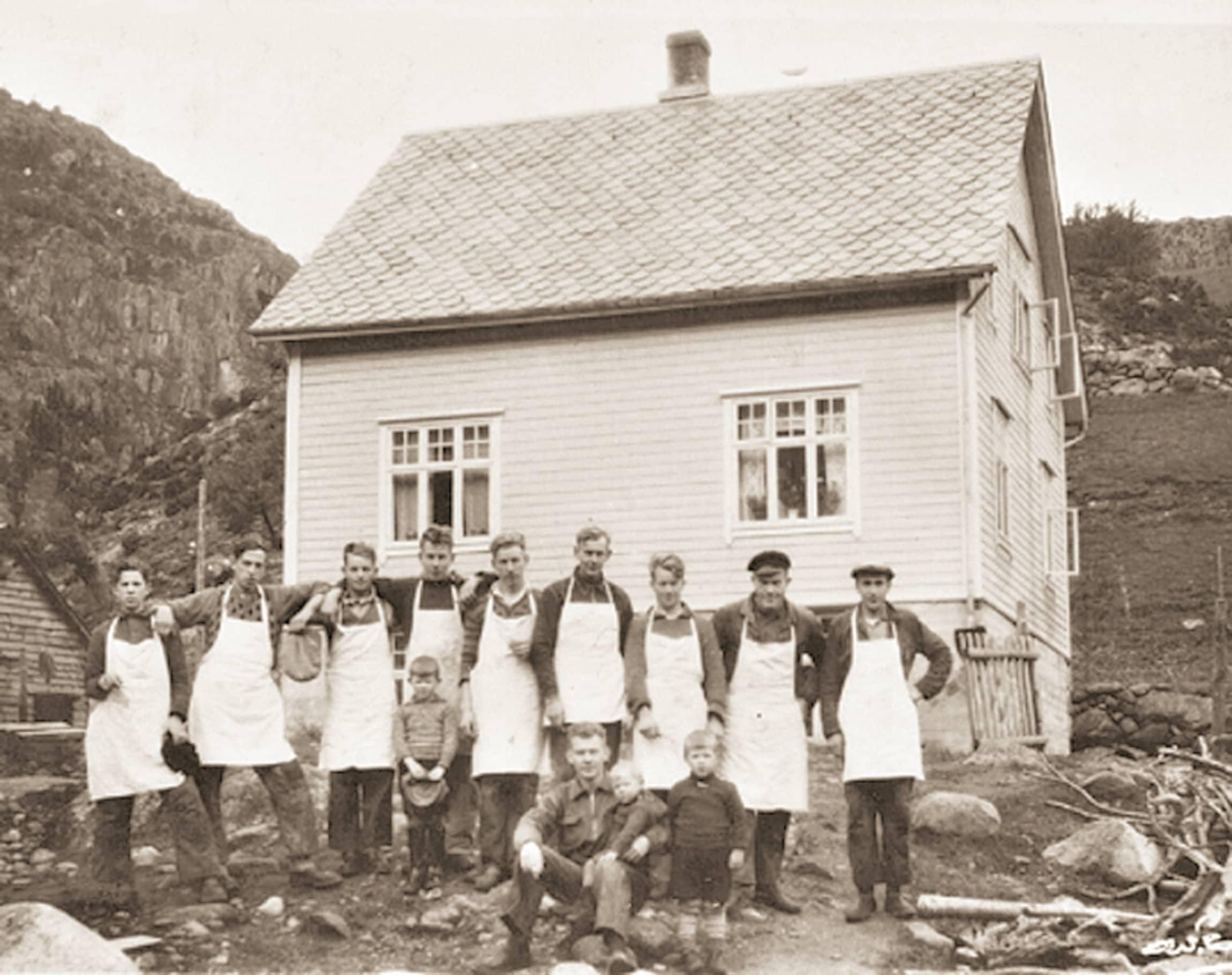 I 1923 flyttet Lundals nærmere fjorden