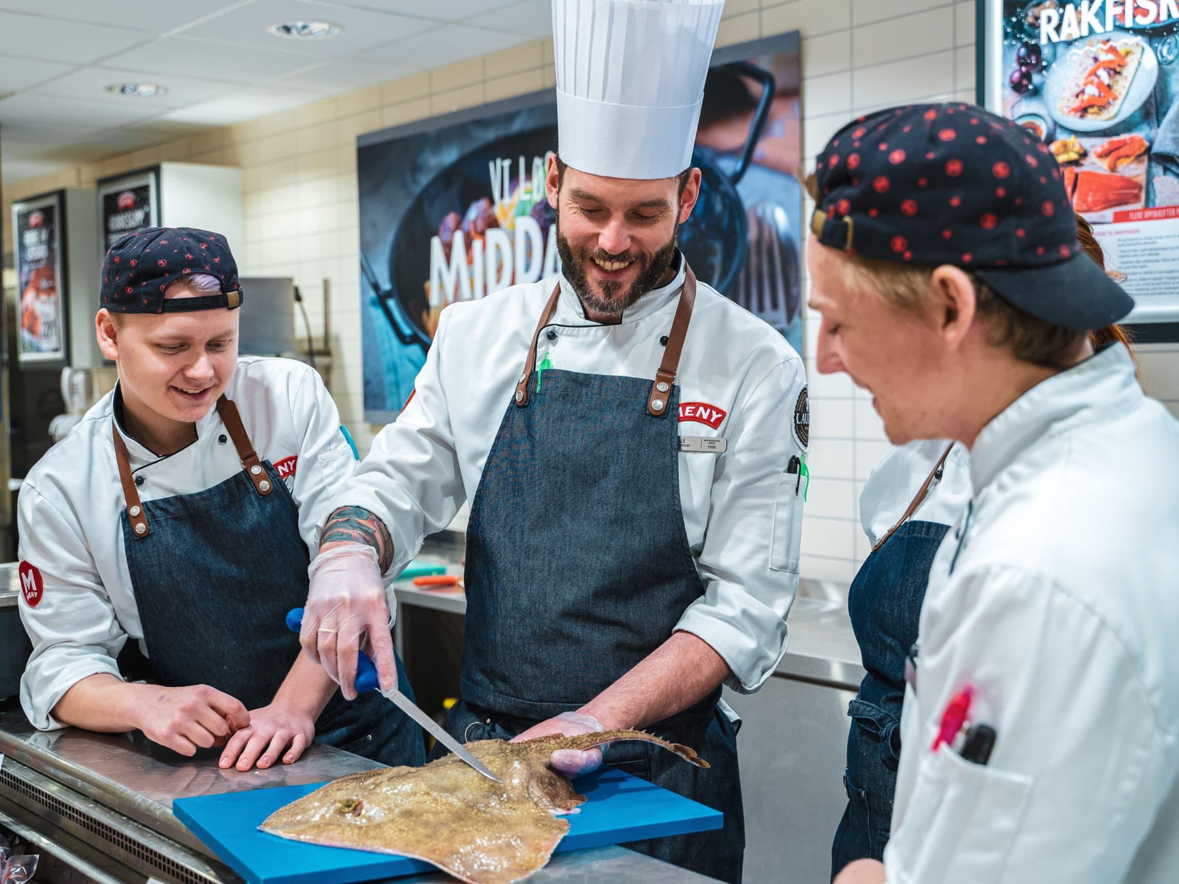 Ståle har det faglige ansvaret for lærlingene på MENY Solsiden og er en populær læremester.