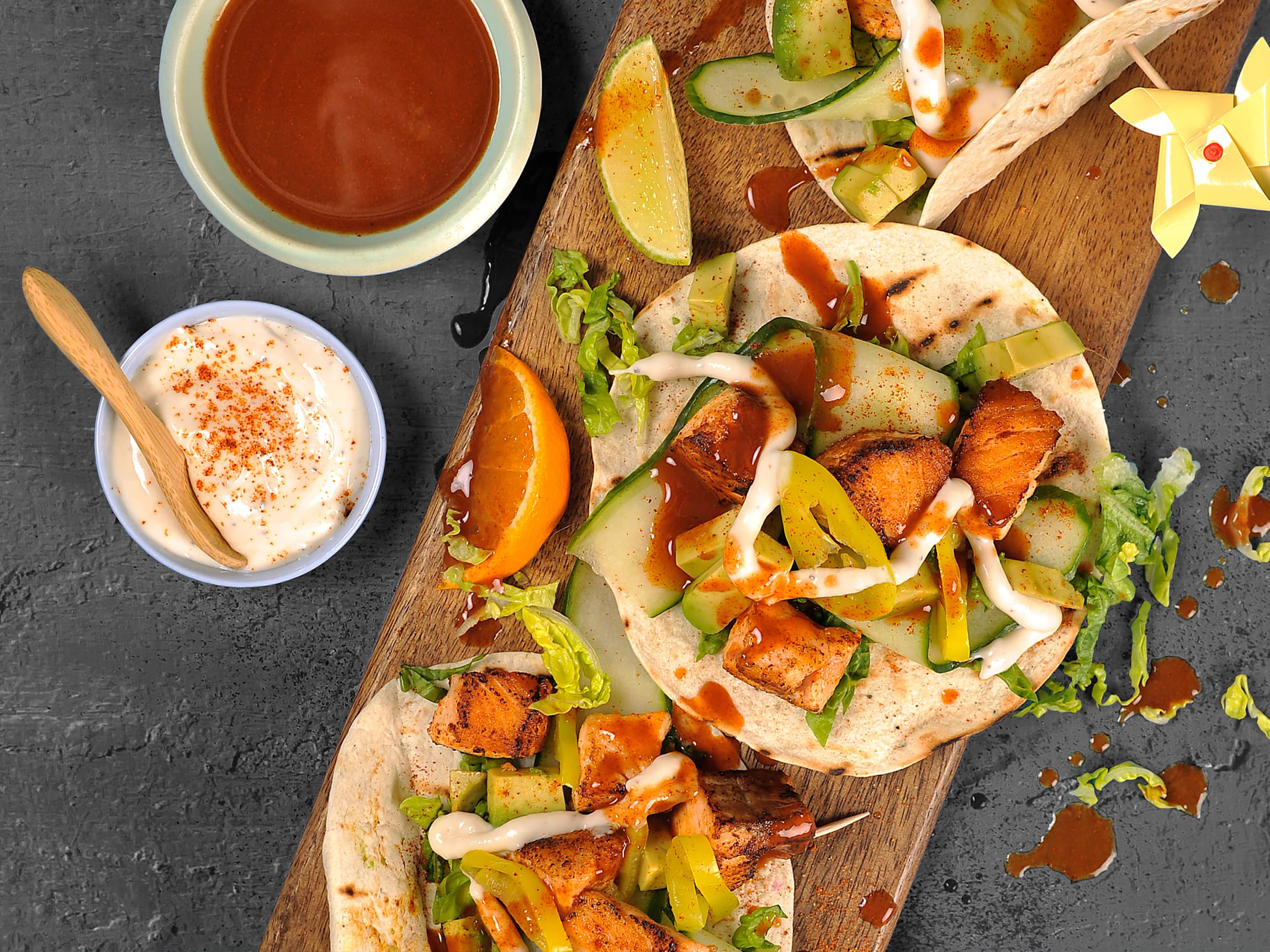 I taco kan man bruke nesten hva som helst! Prøv f.eks laks i tacoen - kjempegodt og saftig!