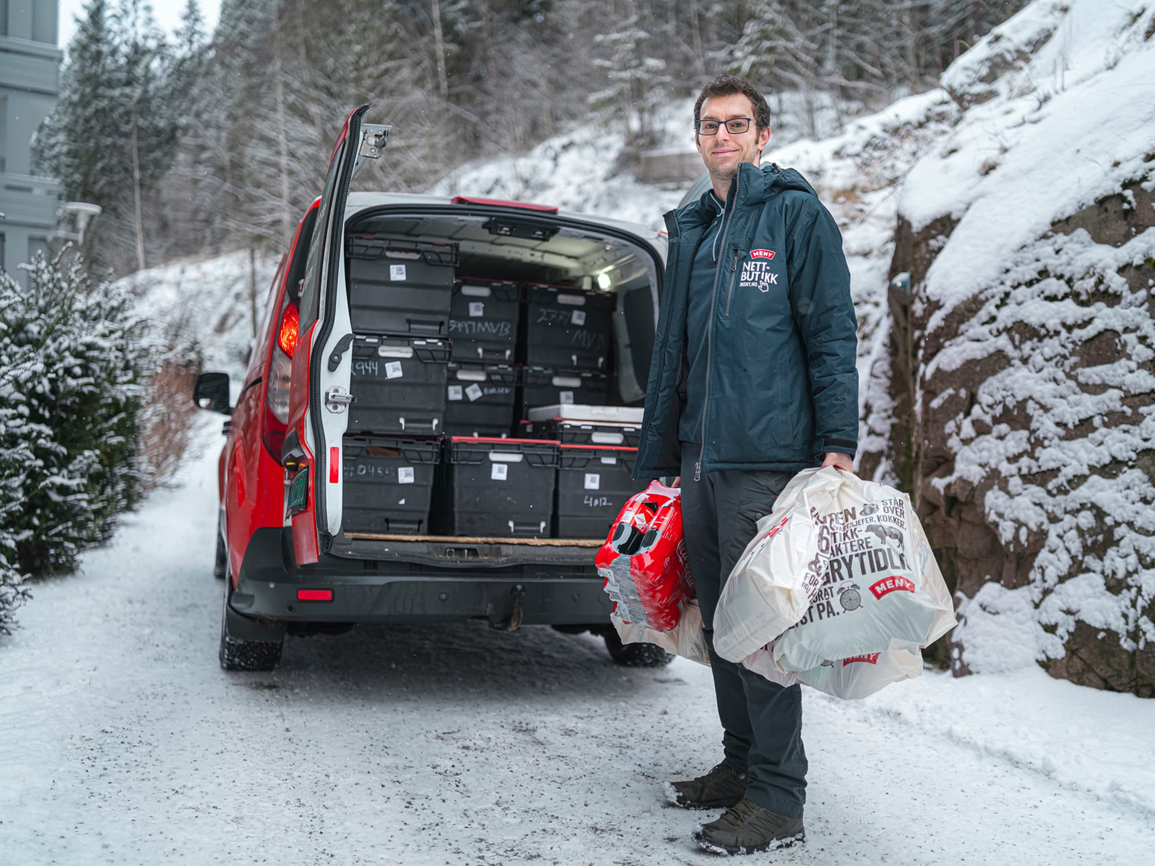 Skal du være hjemme? Spar tid ved å handle på nett, så leverer vi varene hjem til deg!