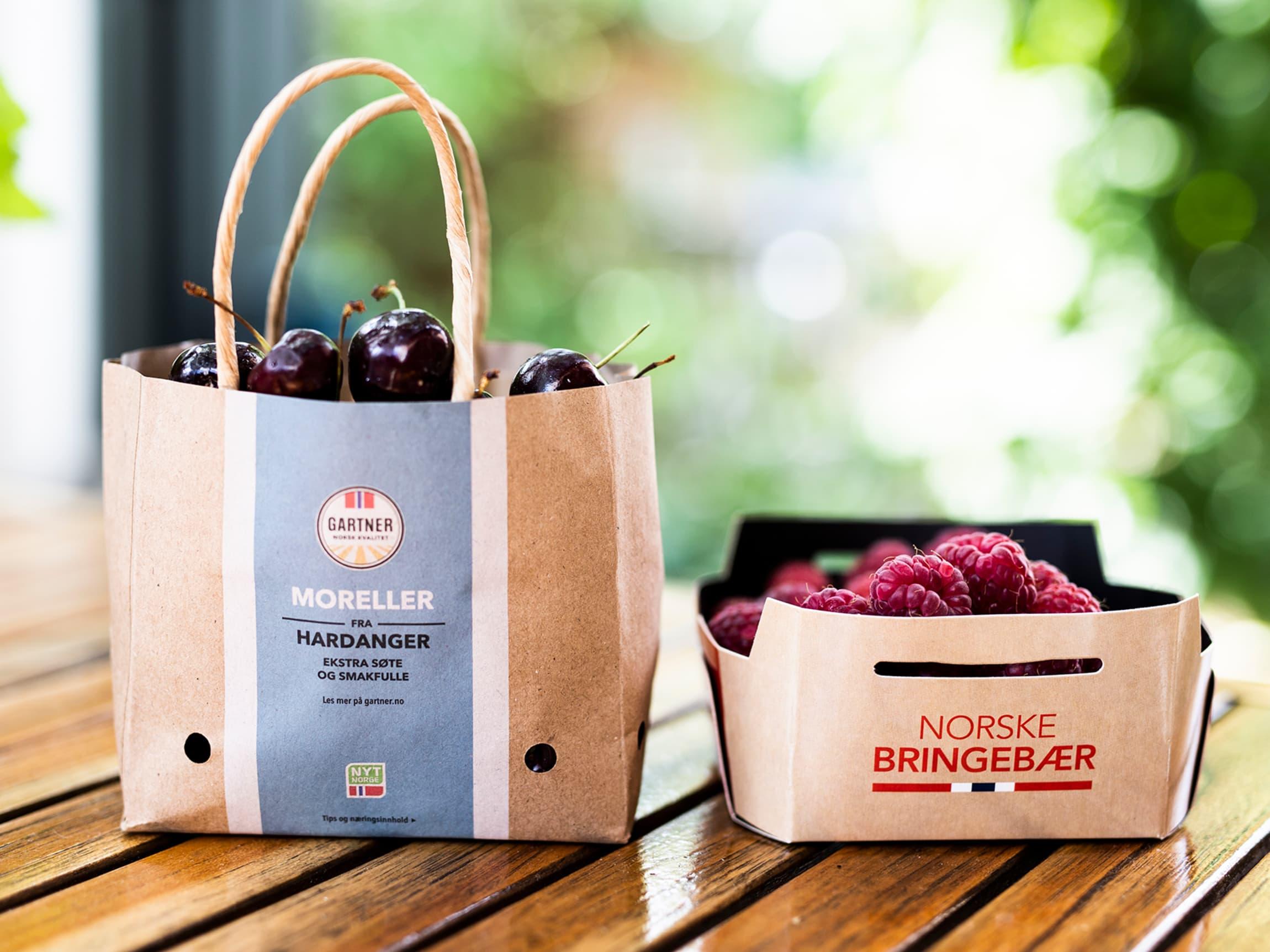 Fra sommeren 2018 har vi byttet til løsvekt der det er mulig for frukt og bær, samt byttet ut plast med papp der det er et godt alternativ.