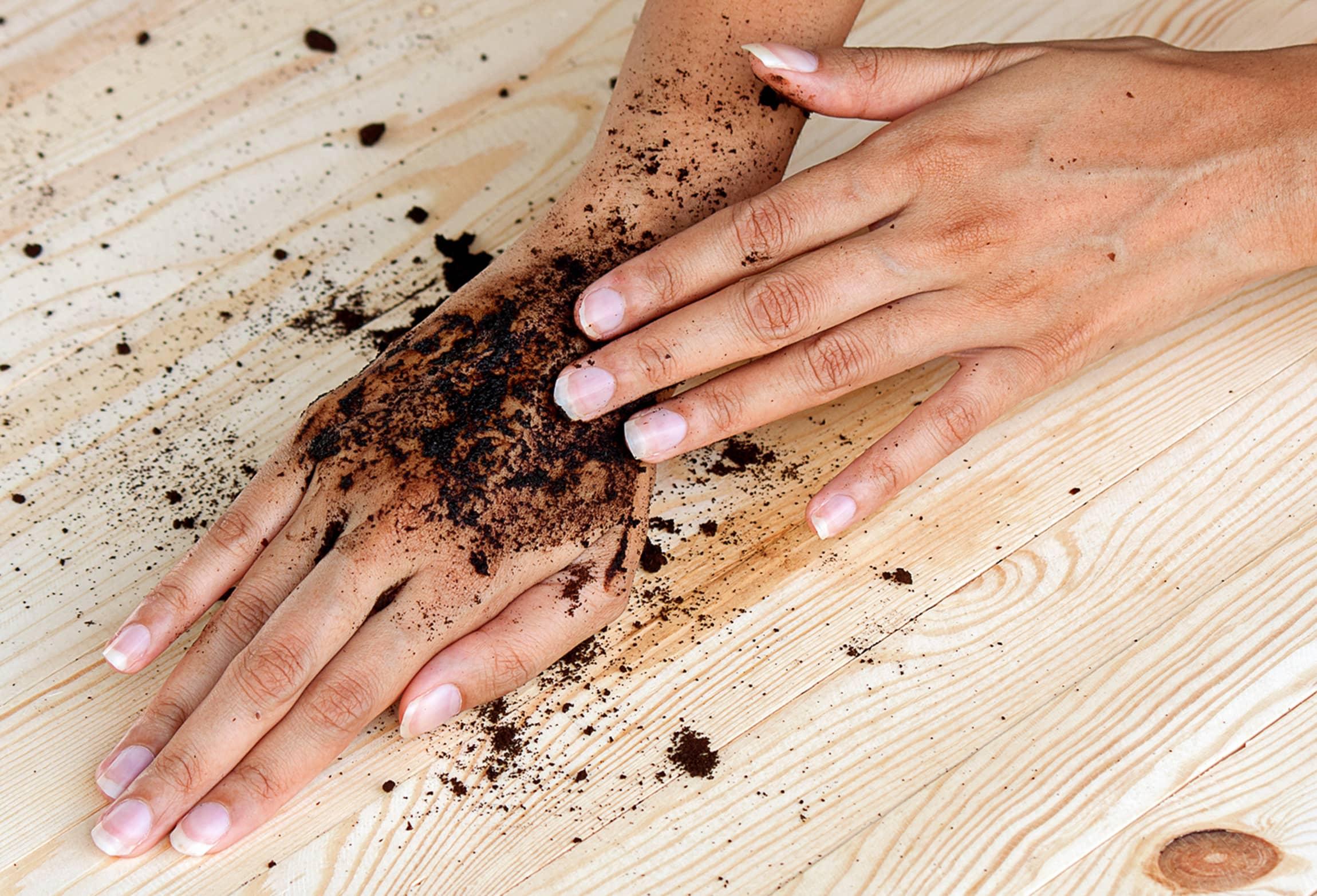 Kaffegrut egner seg også godt som både håndkrem og kroppsskrubb.