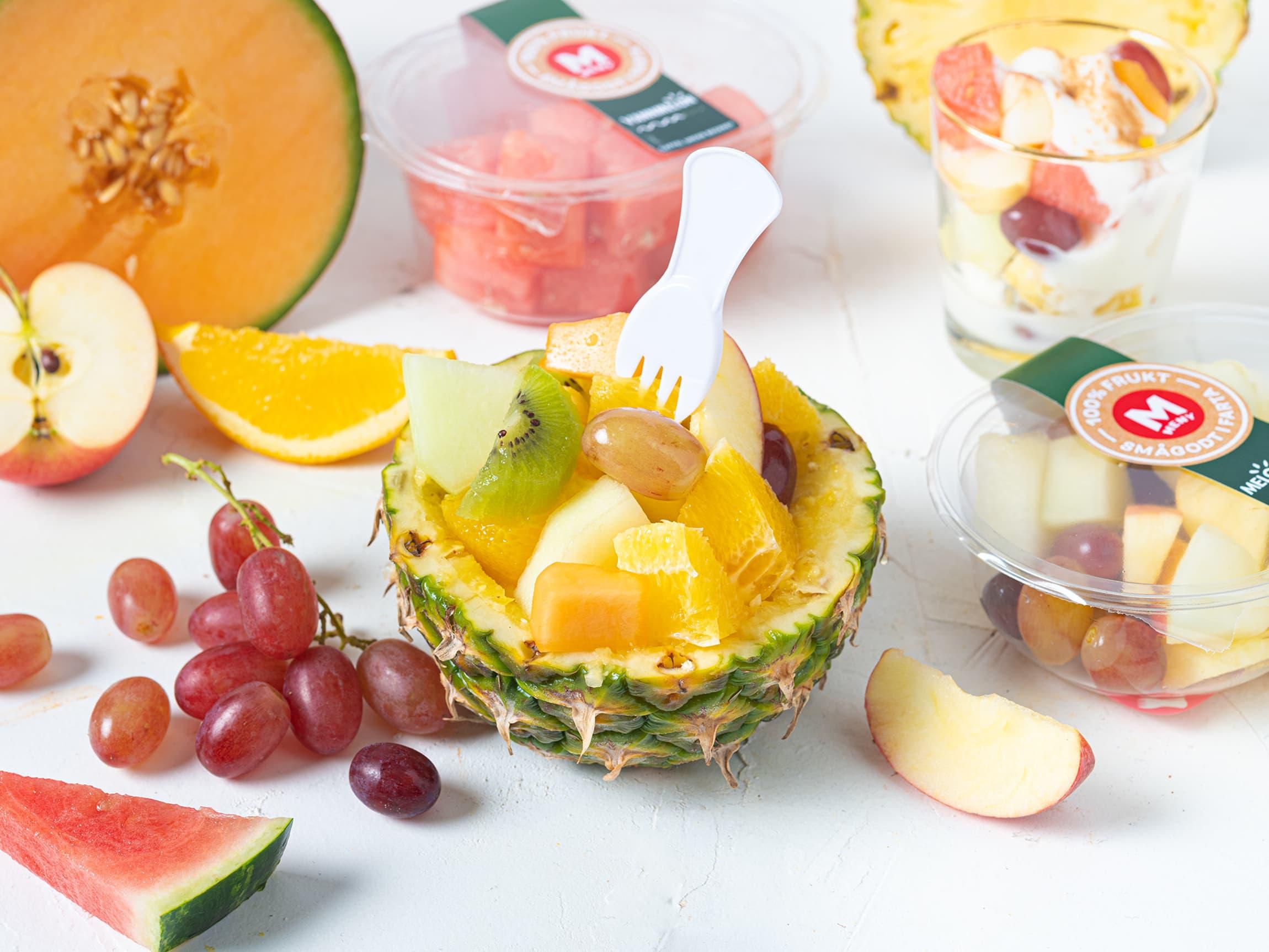 Ferdigkuttet frukt er enkelt å ha med seg. Nå kan du nyte fersk, saftig og fristende frukt hvor som helst!