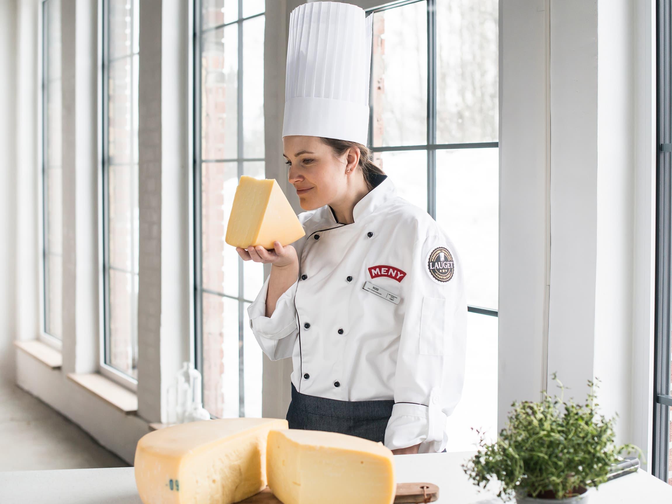 Ingrid Fugelli i MENY-Lauget var en av de første som fikk smake på osten og er stolt av å selge den eksklusivt for MENY det første året.